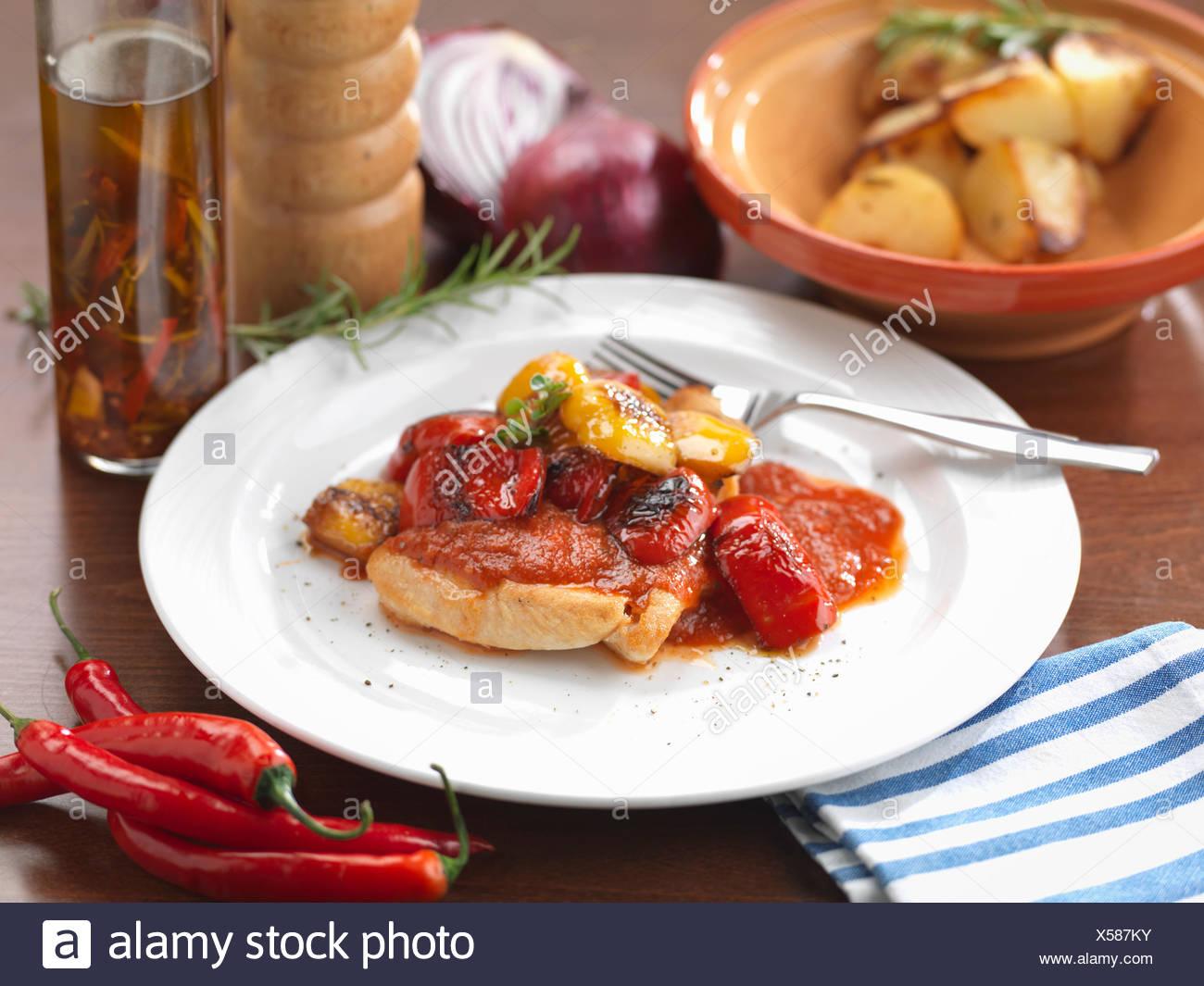 Comida italiana tradicional, Peperoni Pollo Ai Foto de stock