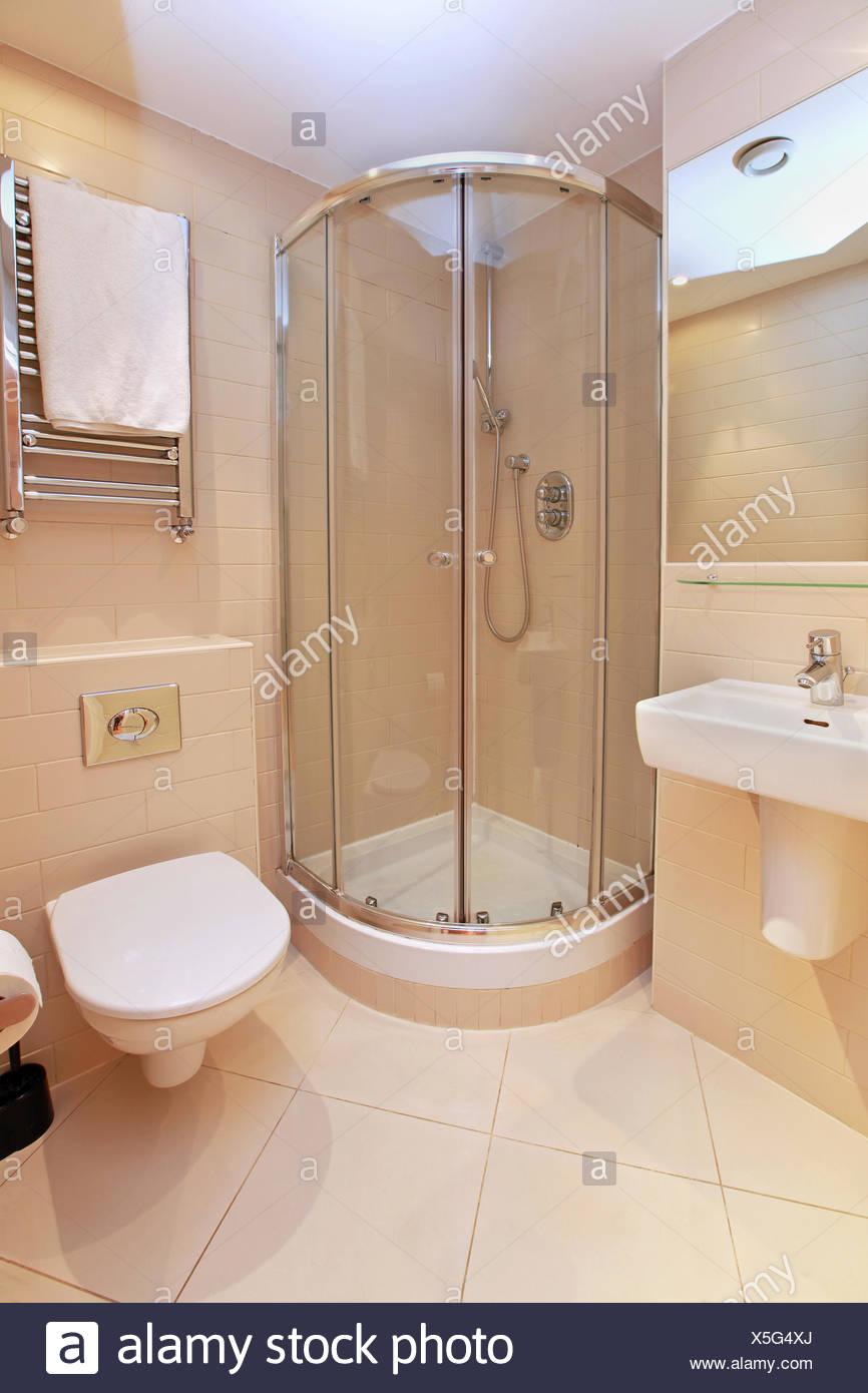 Cuarto de baño pequeño Foto & Imagen De Stock: 278794282 - Alamy