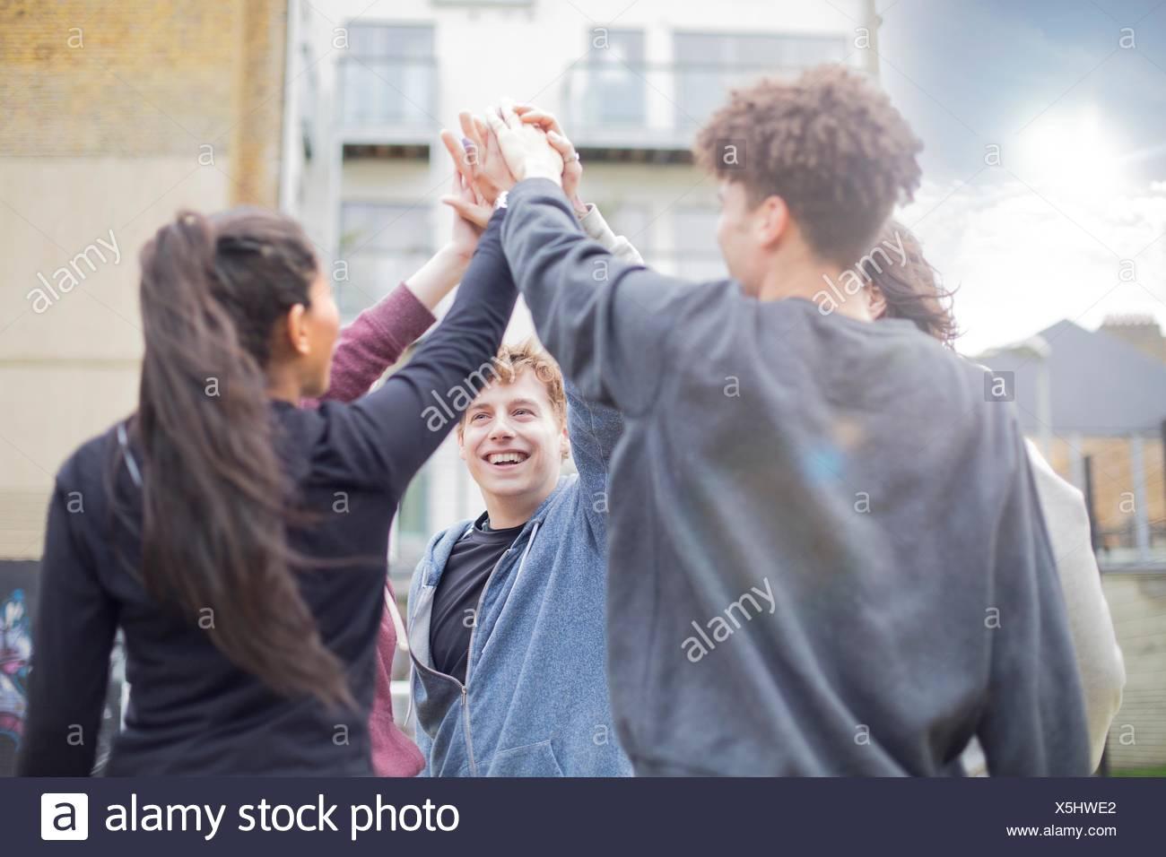 Grupo de adultos, tocando las manos al aire libre Imagen De Stock