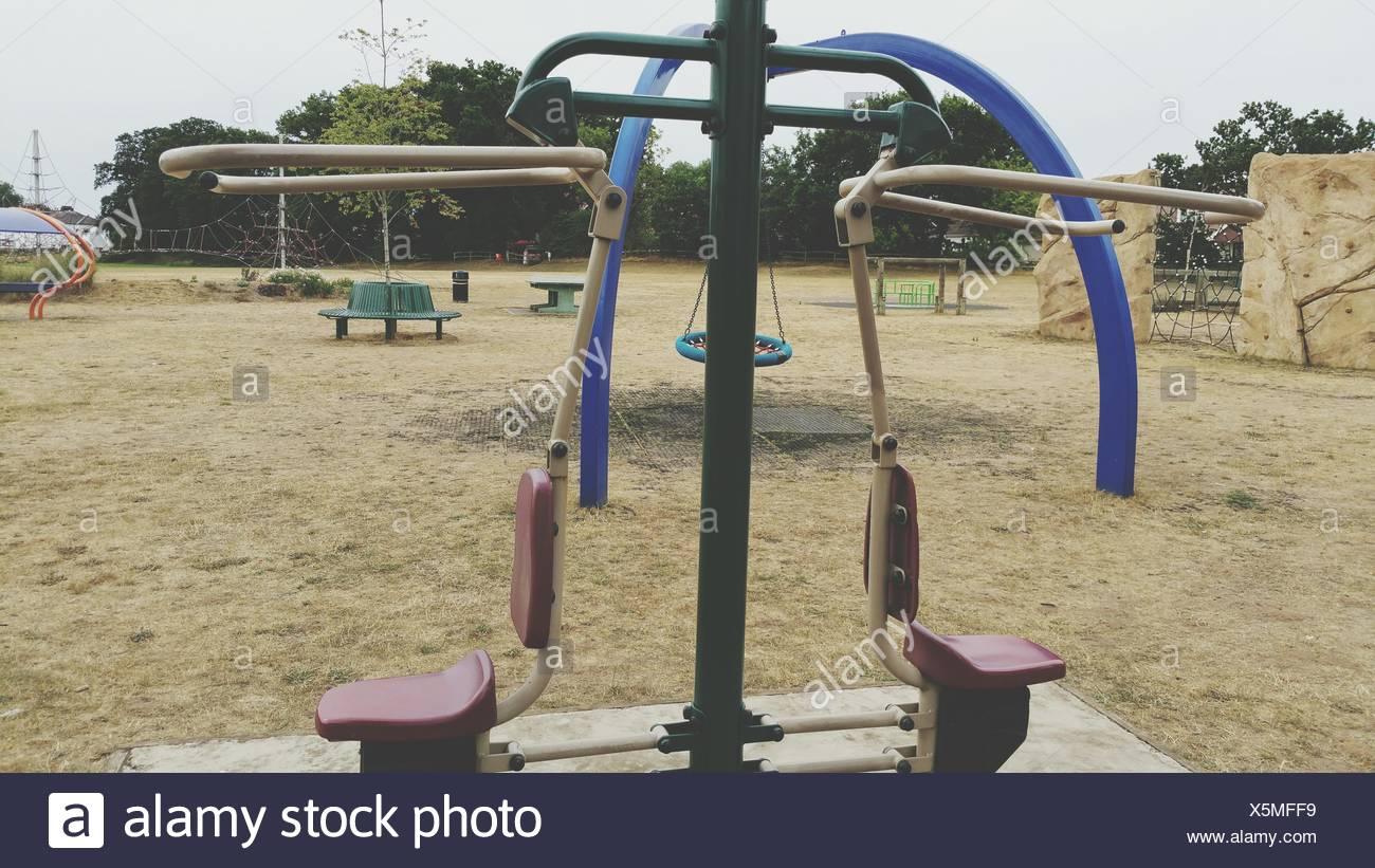 Equipo de ejercicio en el parque Imagen De Stock