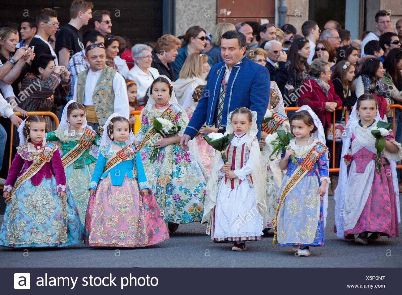 España, Europa, Valencia, pueblos tradicionales, disfraces, la Ofrenda de Flores, Desemparados, la Virgen, San José, fiestas, desfile Imagen De Stock