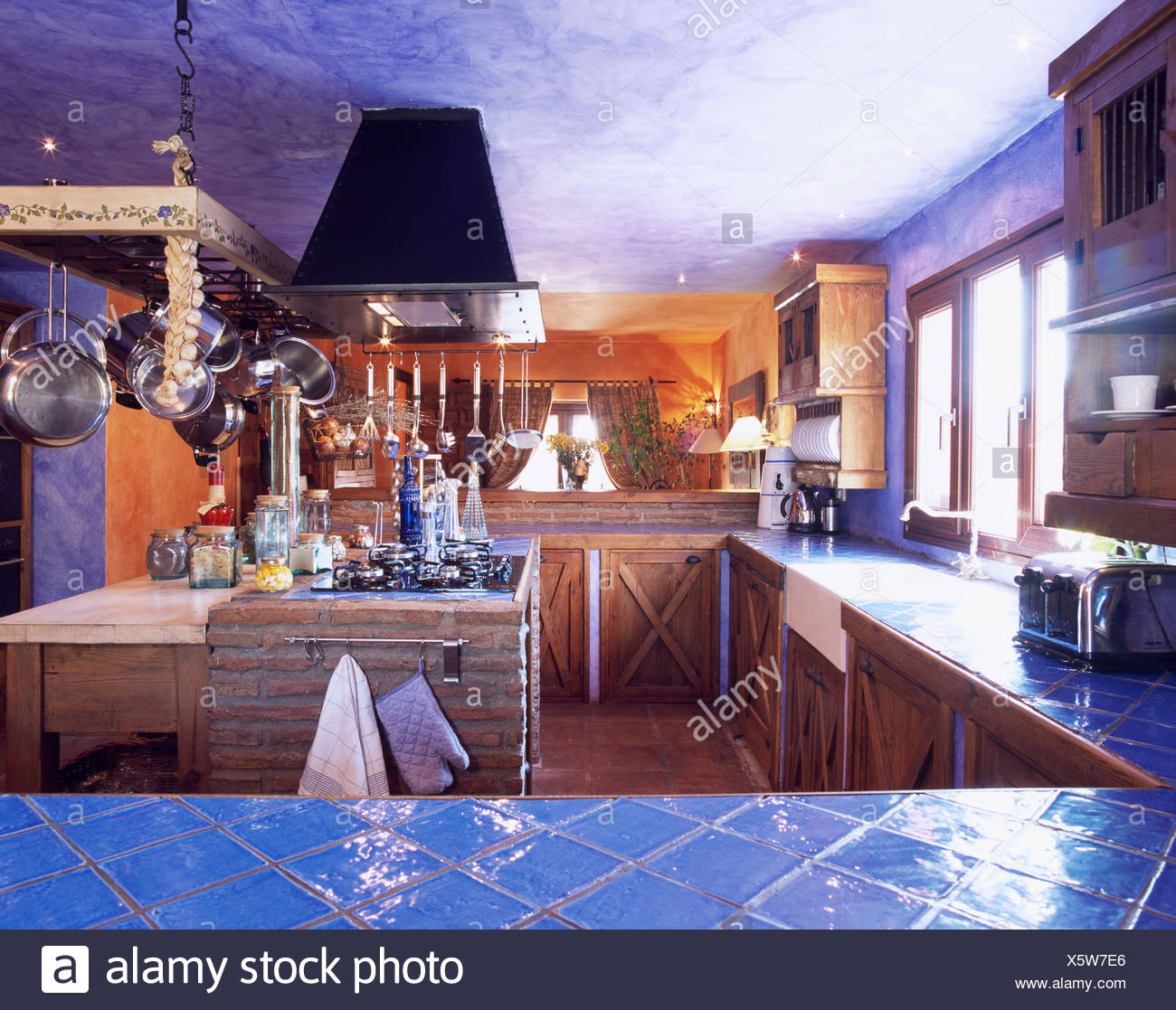 Contemporáneo Pared De La Cocina Contemporánea Azulejos Reino Unido ...