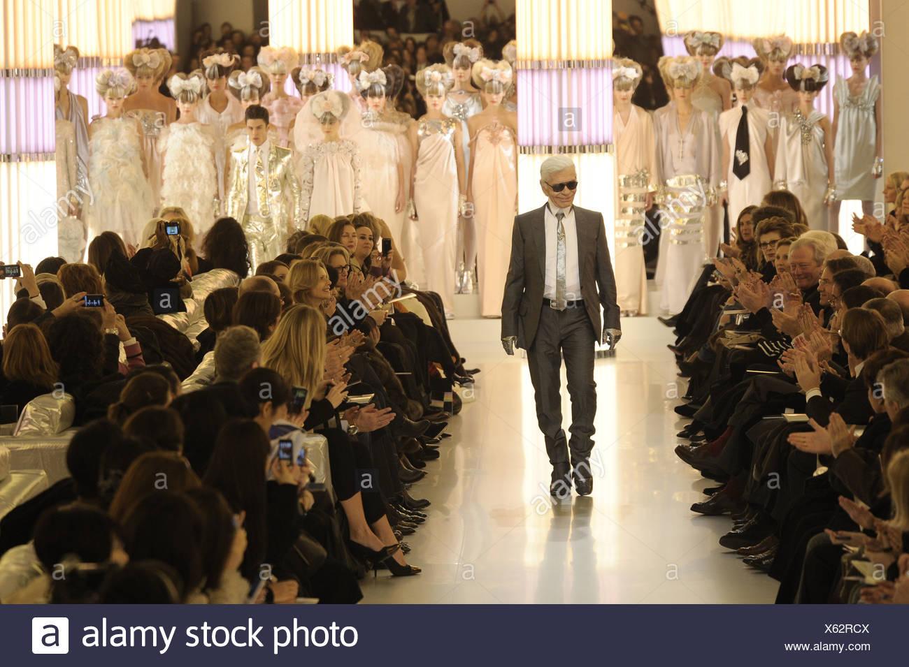 Chanel Haute Couture de París listo para vestir Primavera Verano el  diseñador de moda Karl Lagerfeld c12456d1c59