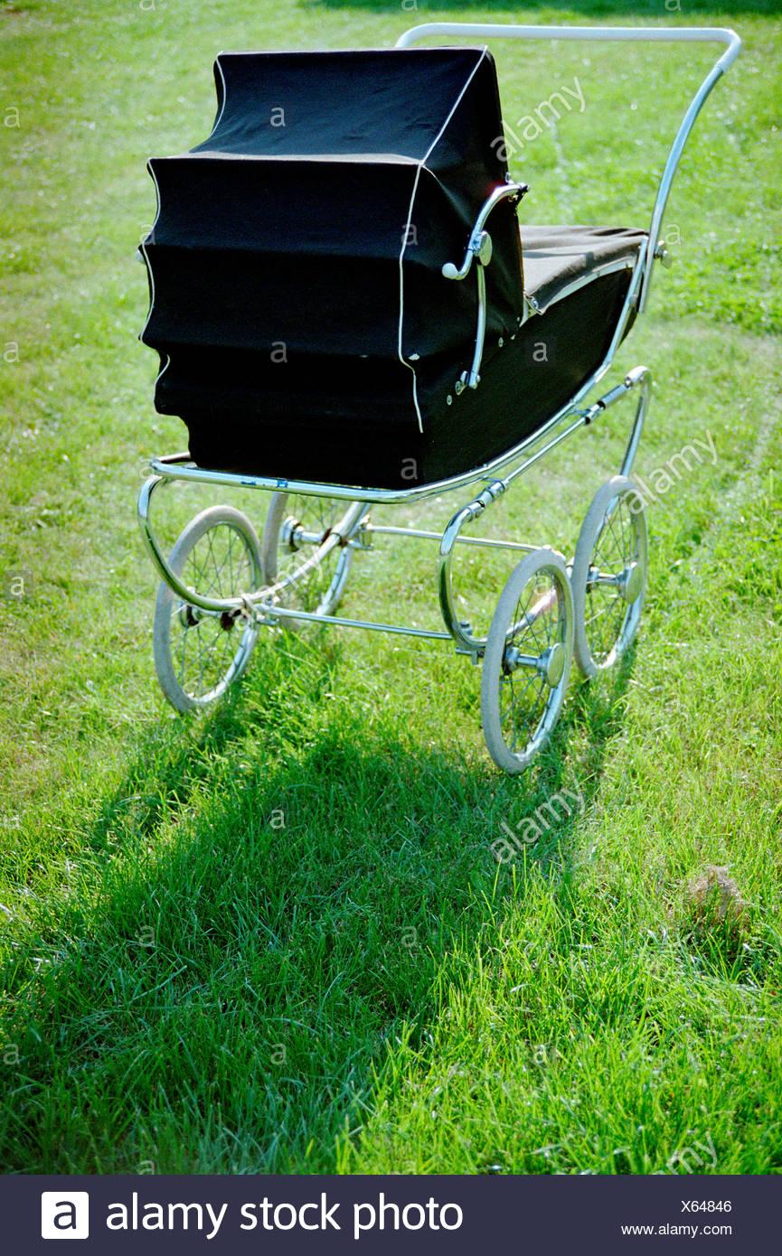 Vintage cochecito de bebé Foto de stock