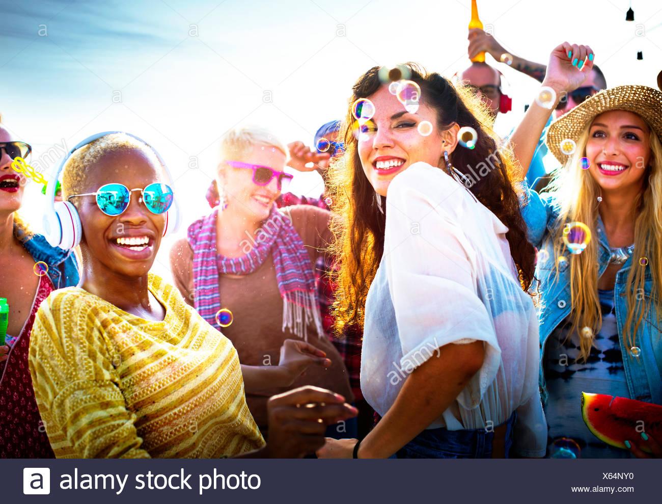 Diversidad de Beach Party el concepto de celebración de baile Imagen De Stock