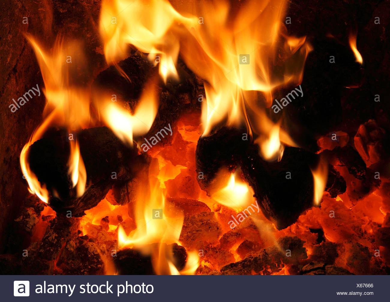 Combustibles sólidos, carbón nacional fuego, ardor, llamas, llamas corazón fireside incendios energía de calor calor cálido hogar incendios Imagen De Stock