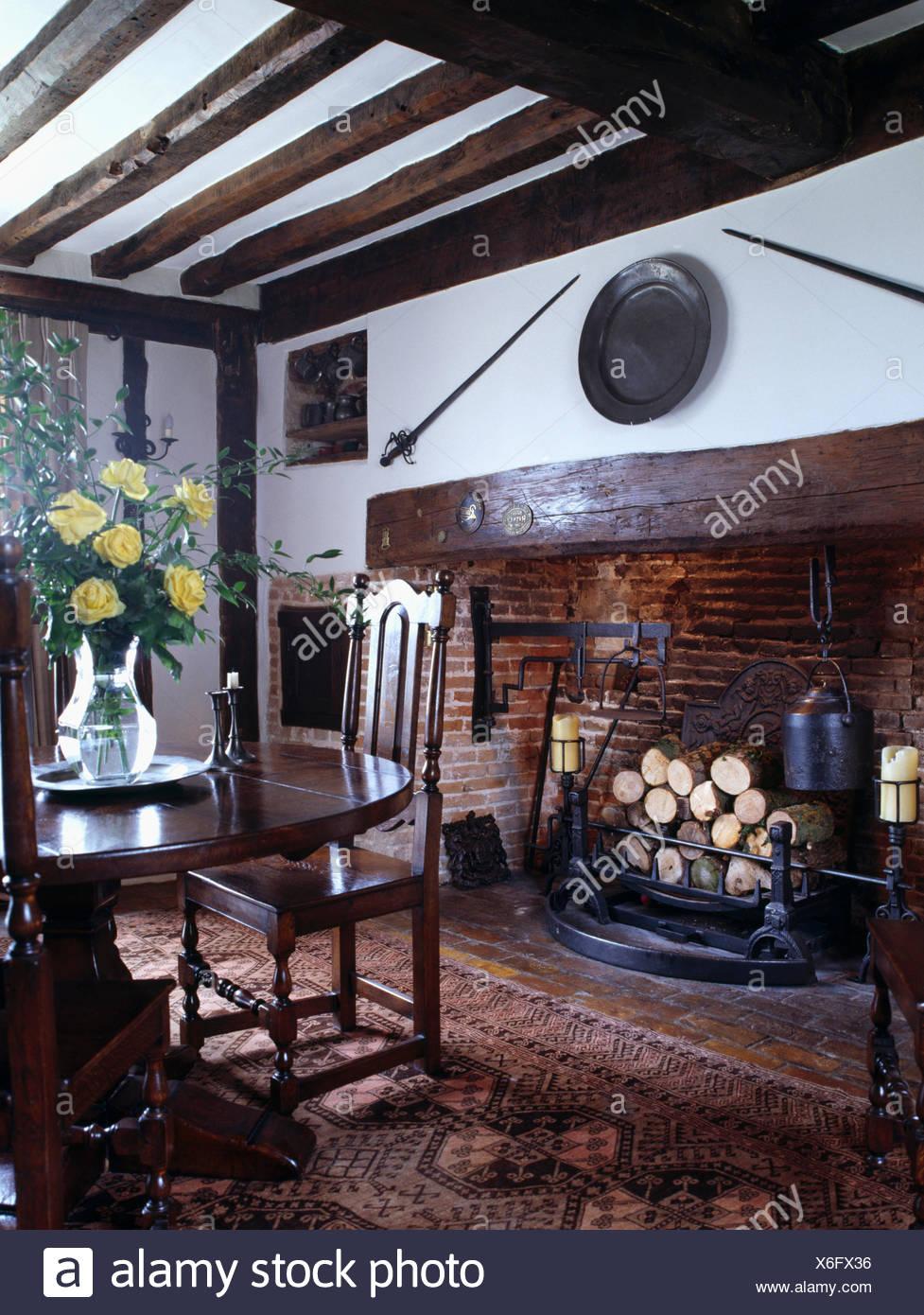 Tudor Fireplace Imágenes De Stock & Tudor Fireplace Fotos De Stock ...