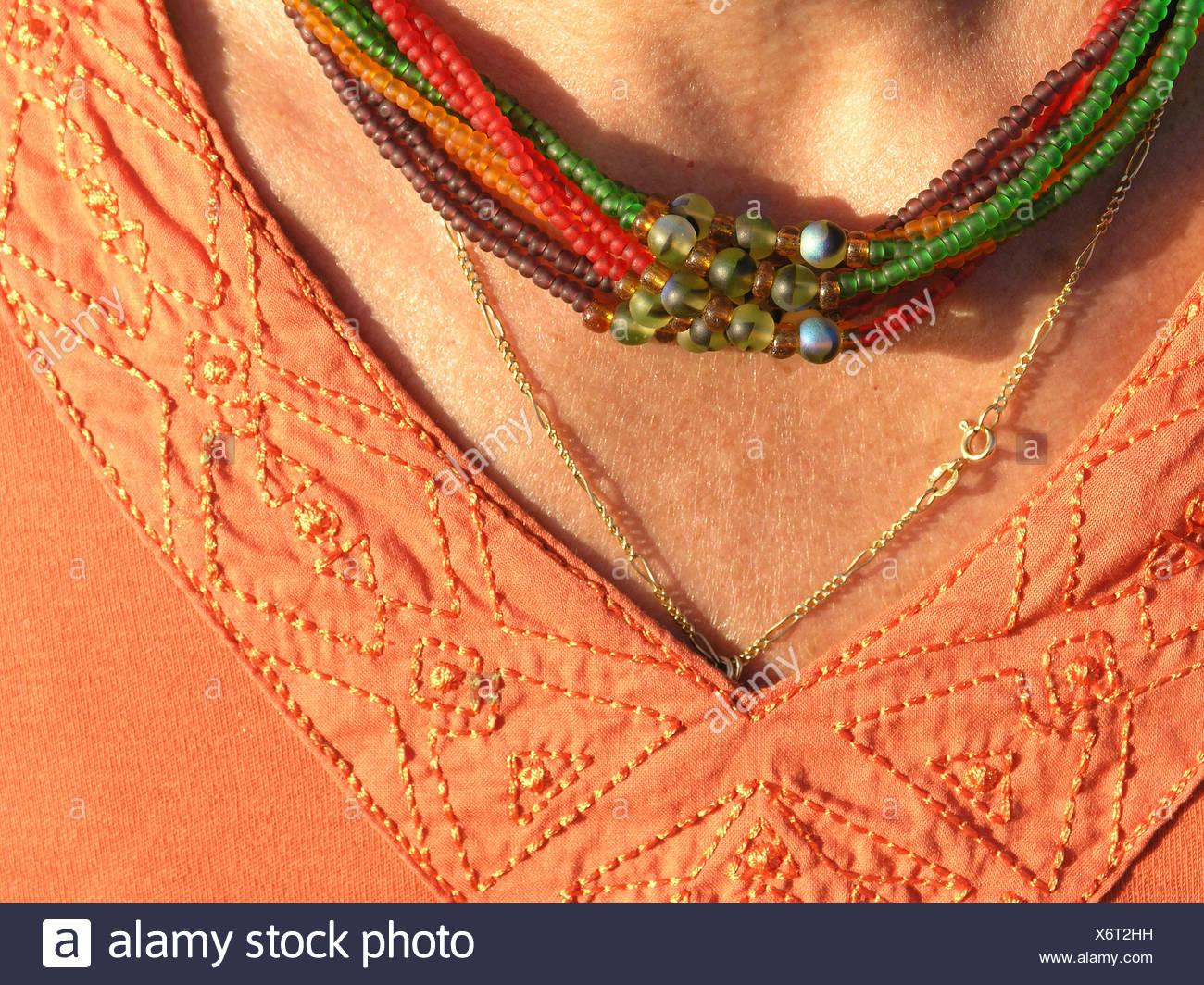 8bc02ce279e0 Mujer cuerpo detalle detalle cuello cadena escote joyas Joyas joyas collar  de clivaje necklet Imagen De
