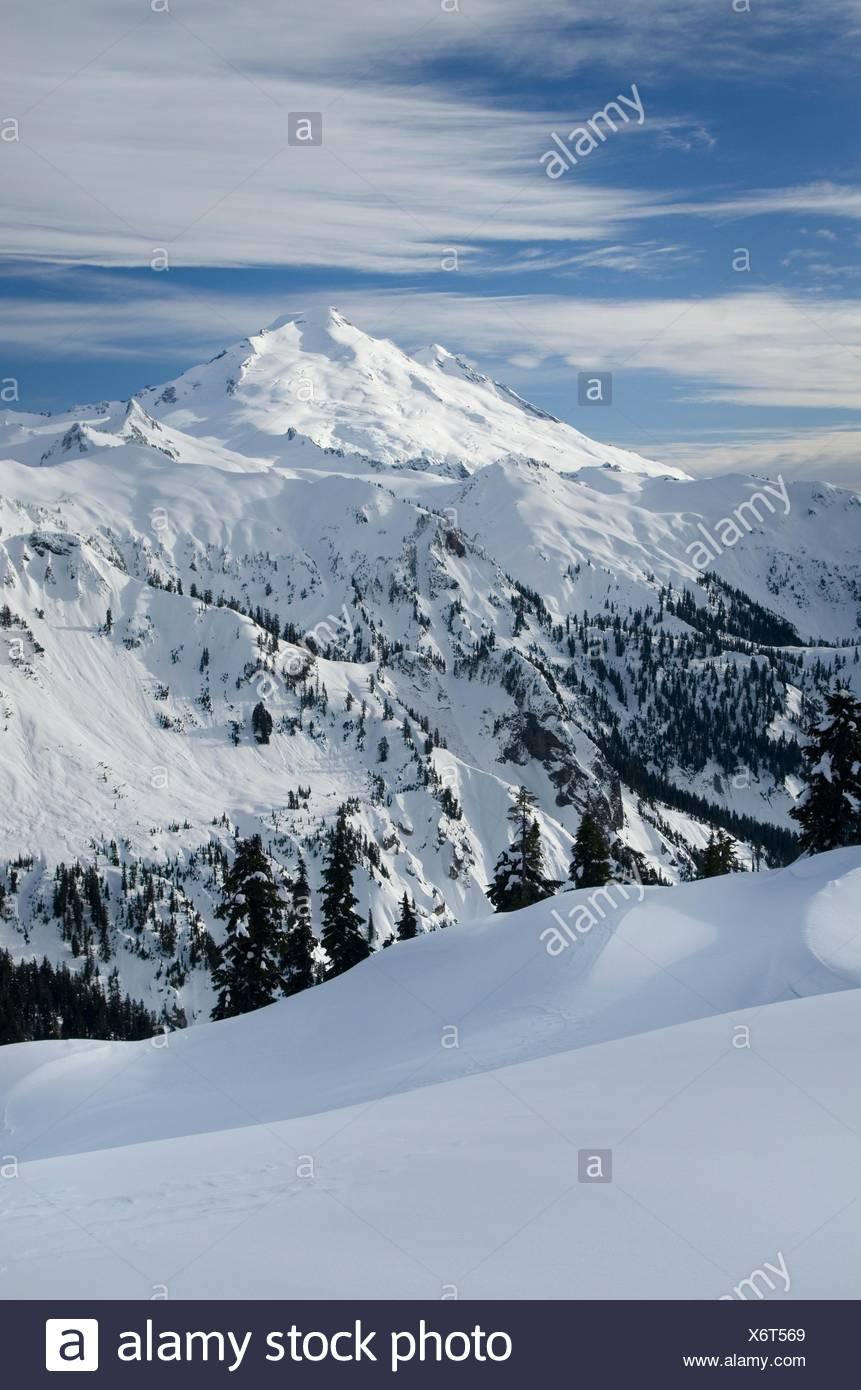 Mount Baker, 10,781 ft 3 286 m en invierno, Cascadas del Norte Washington Foto de stock