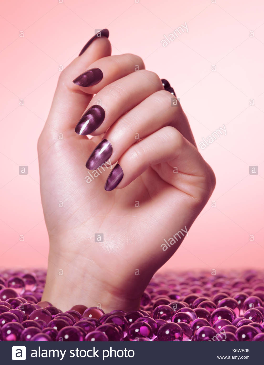 Fantástico Arte Púrpura Y Blanco De Uñas Viñeta - Ideas de Diseño de ...