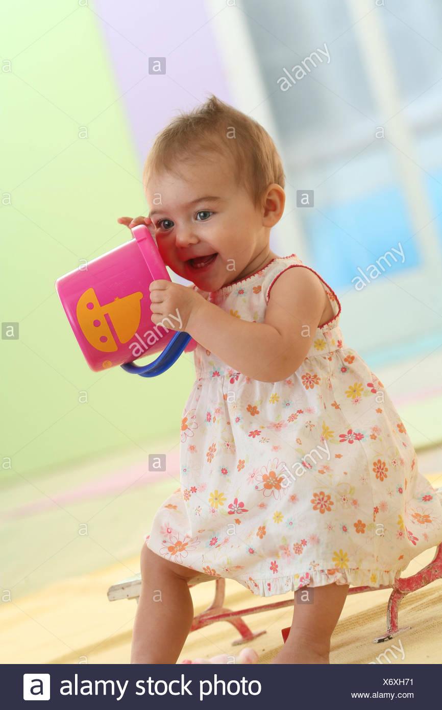 Bebe De 9 Meses Verano Cubos Jugar Modelo Liberado Gente Nino