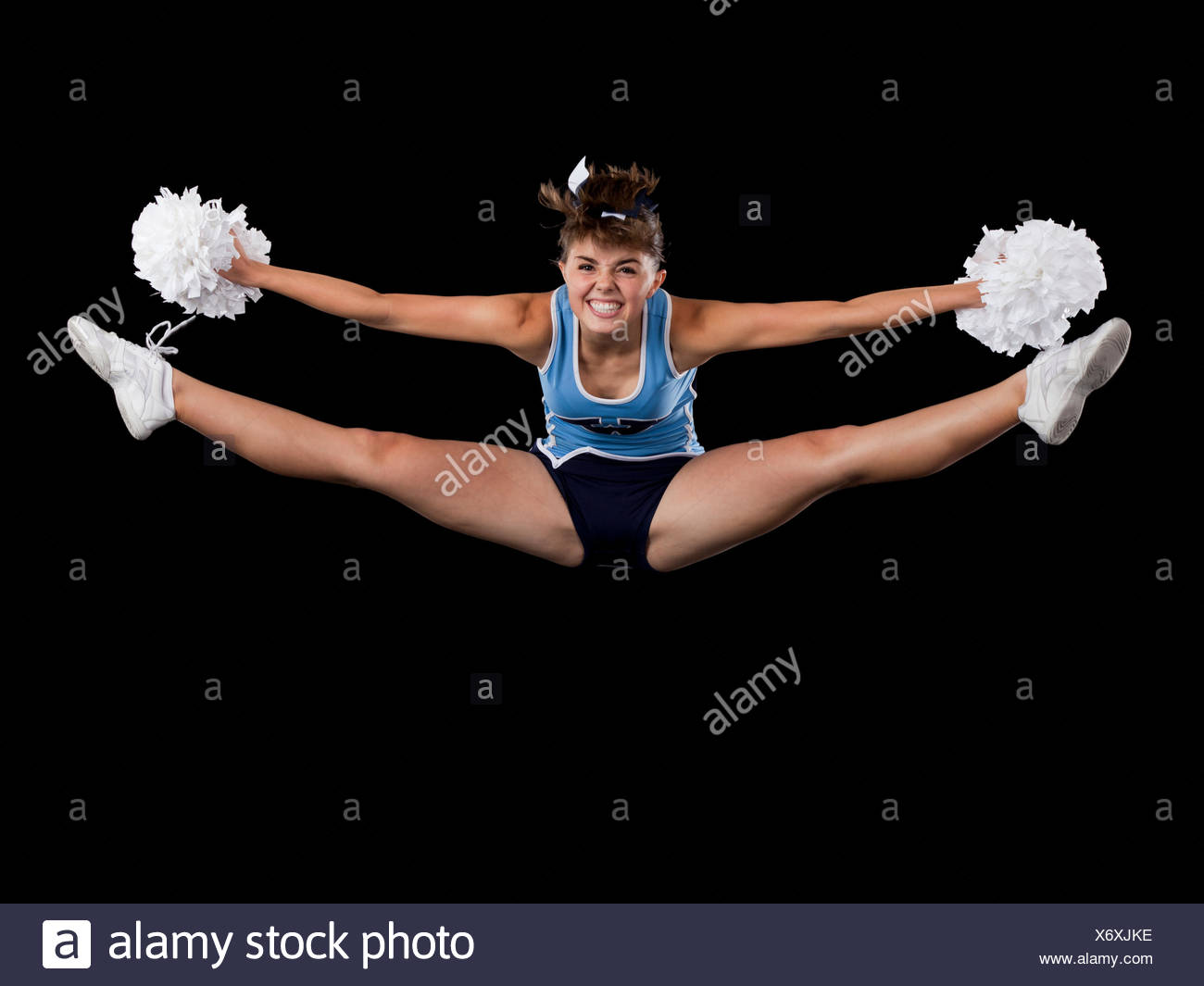 Retrato de animadora niña adolescente (16-17) con las piernas Imagen De Stock
