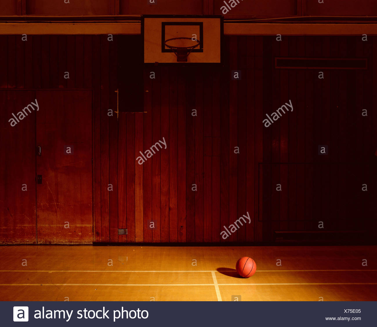 Cancha de baloncesto vacía Imagen De Stock