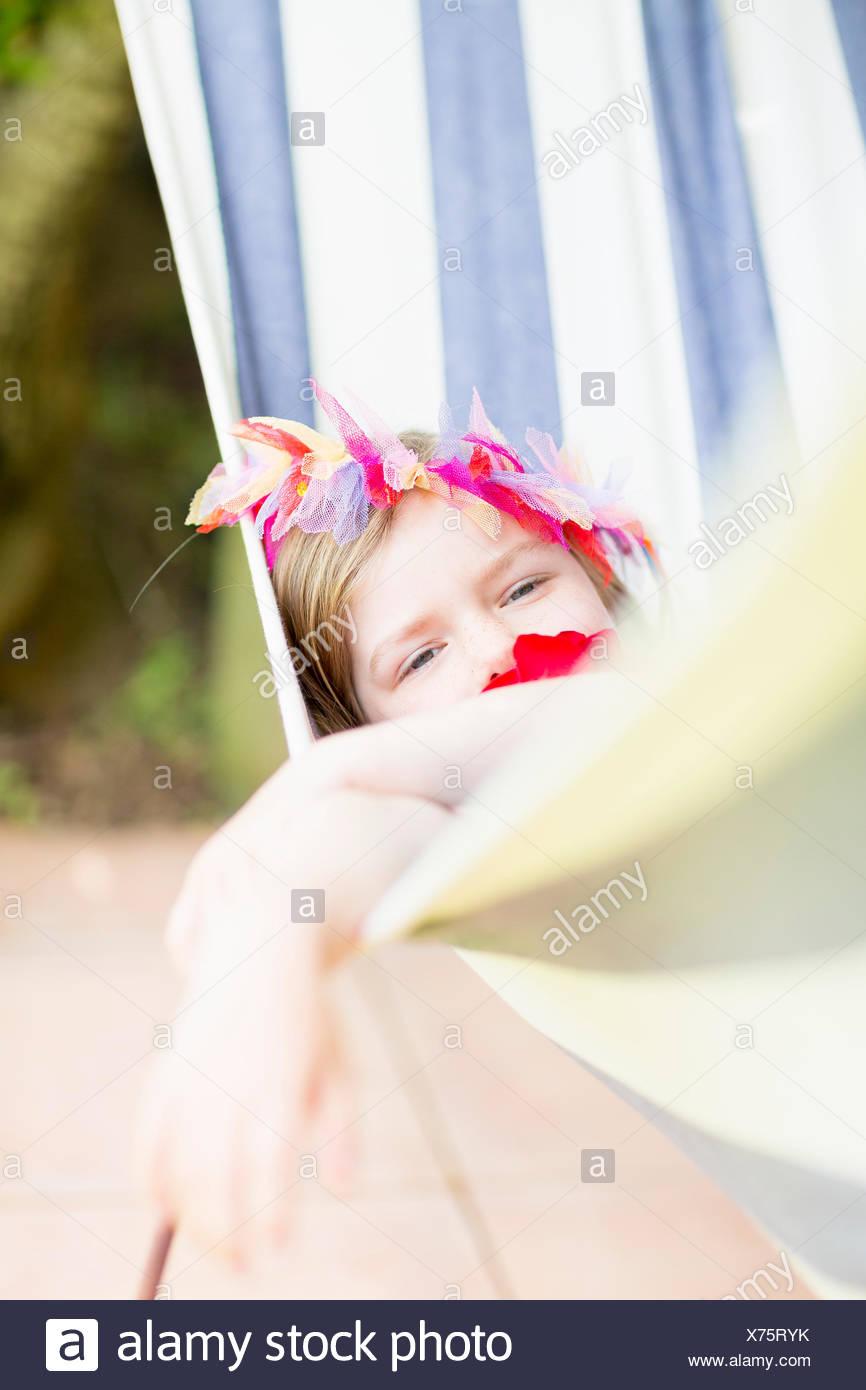 Chica tumbado en la hamaca Imagen De Stock