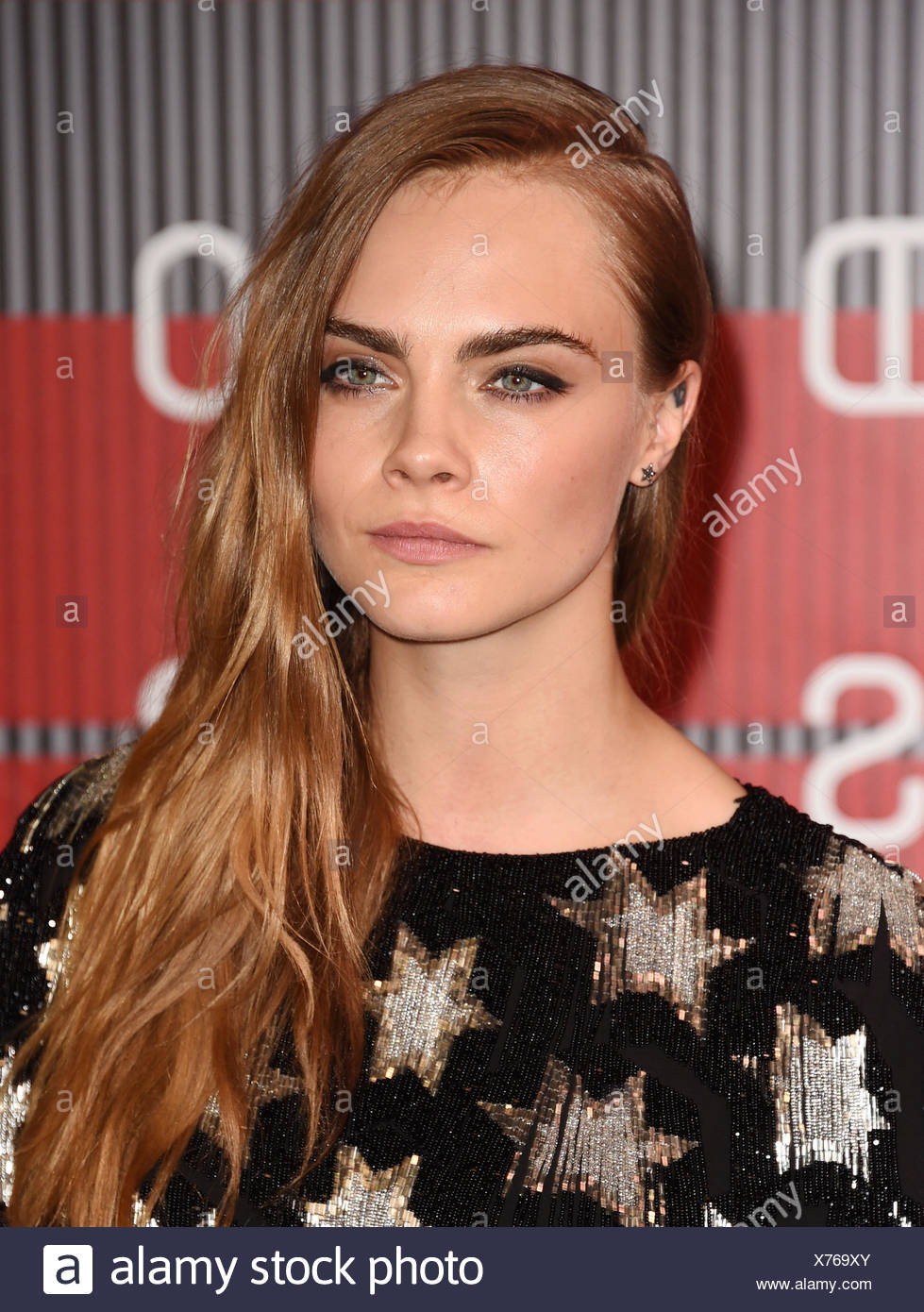 Modelo Cara Delevingne llega a los MTV Video Music Awards 2015 en Microsoft Theatre el 30 de agosto de 2015 en Los Angeles, California., Additional-Rights-juegos-NA Imagen De Stock