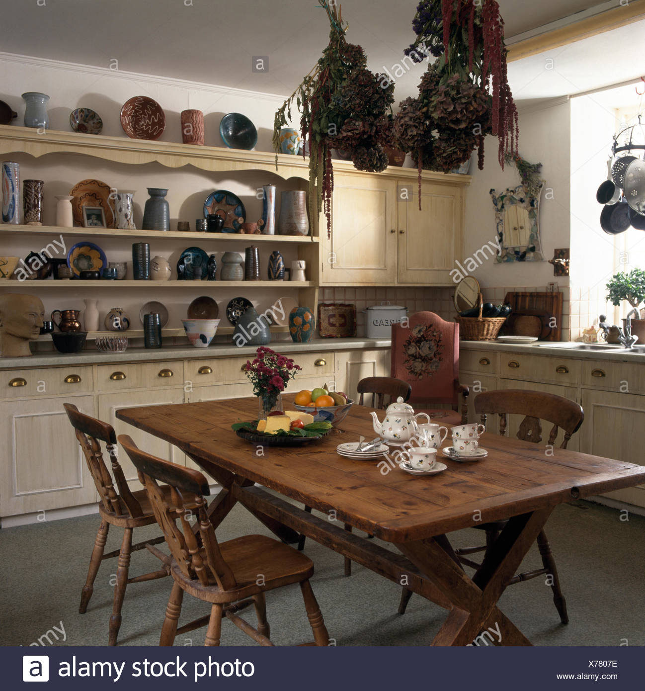 Moderno Mesa Y Sillas Cocina Del País Modelo - Ideas Del Gabinete de ...
