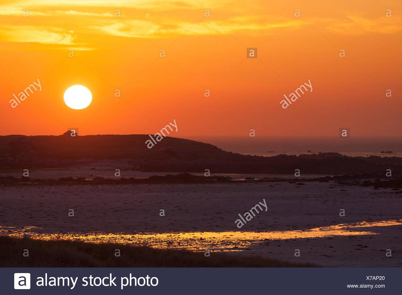 Idílico atardecer sobre el mar, Francia, Bretaña Imagen De Stock