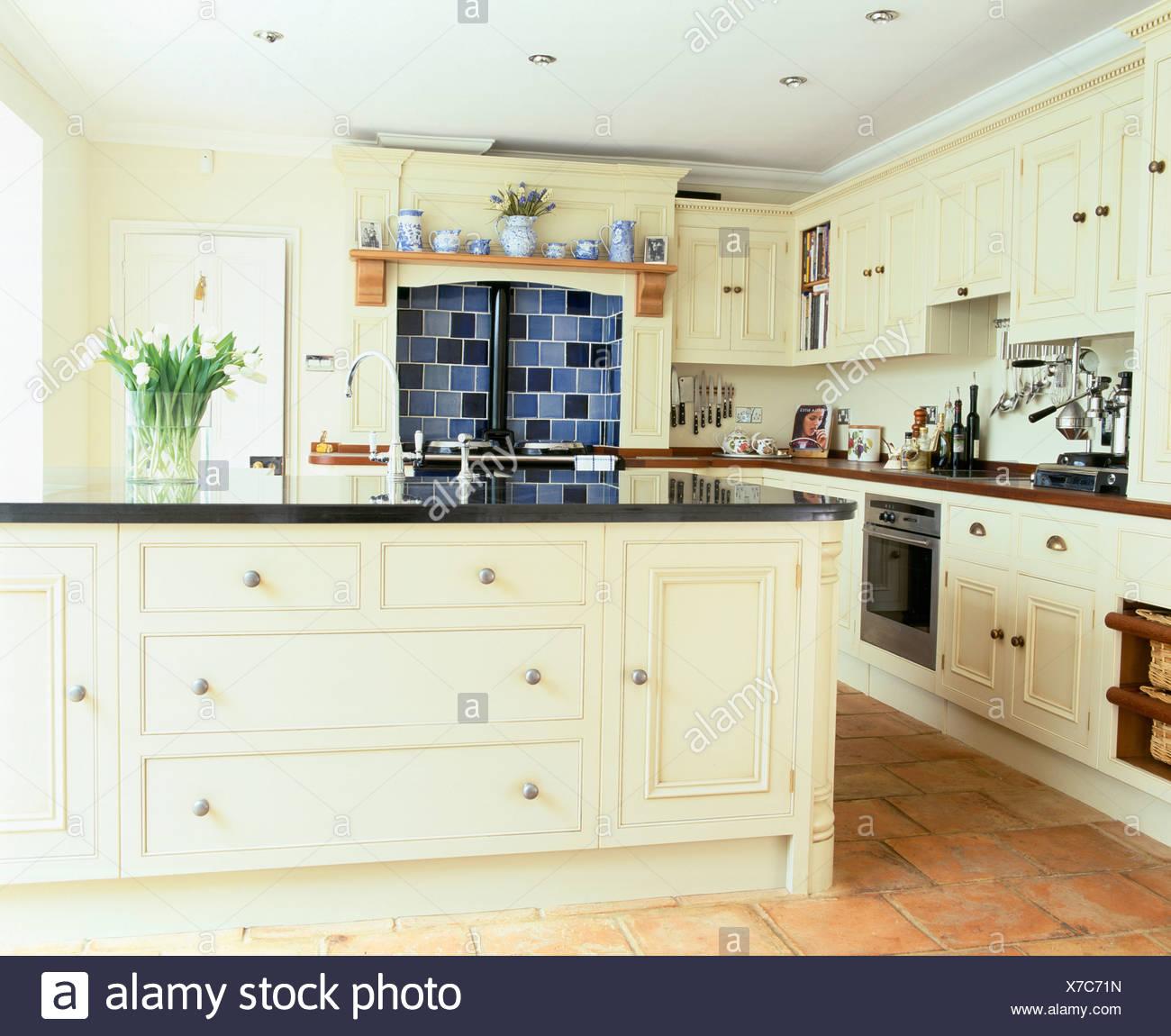 Interiors Traditional Cream Kitchens Imágenes De Stock & Interiors ...