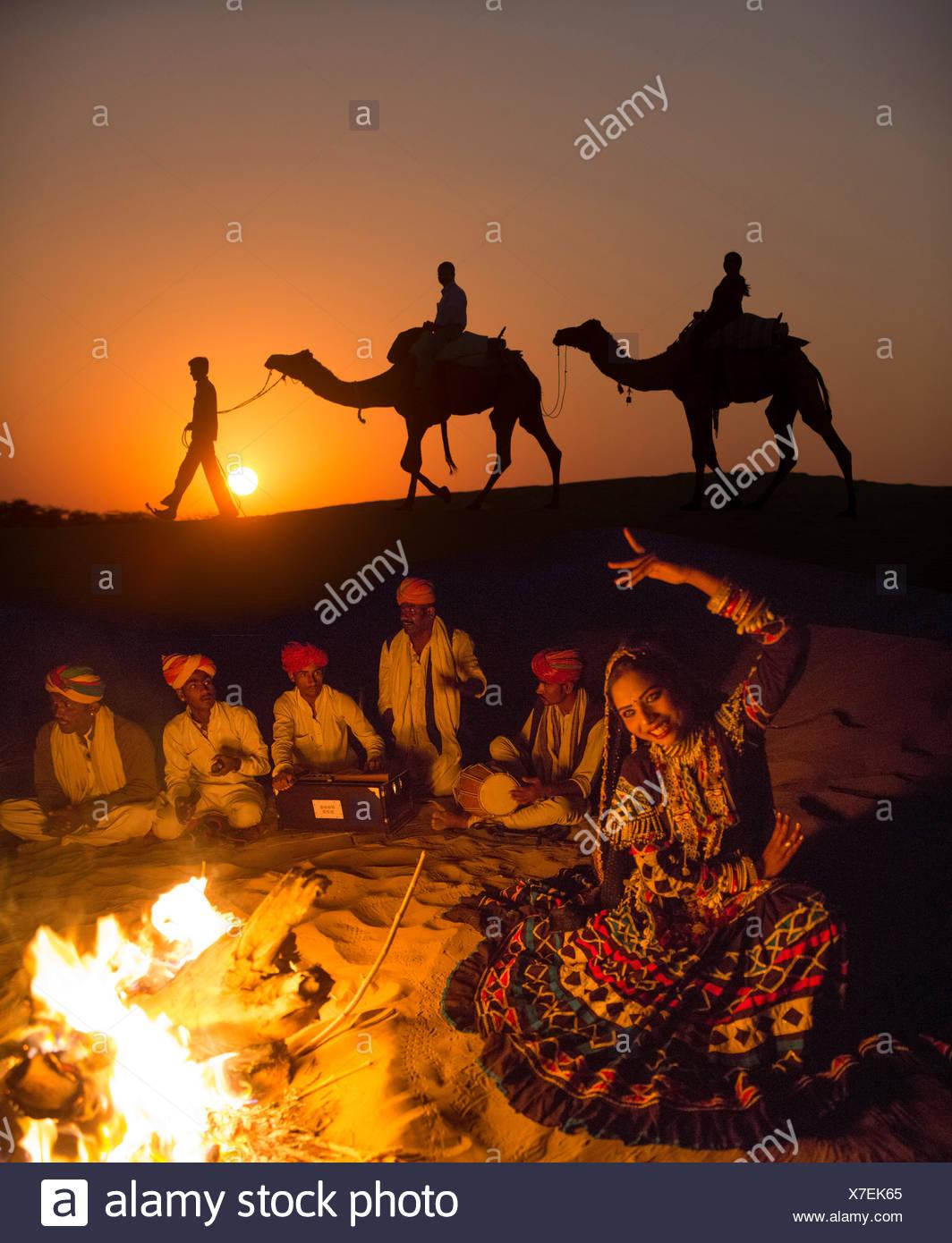 Excursión, Desierto Thar, India, Asia, India, camello, dromedario, hombre, sundown, Sunset, grupo, CAMPFIRE, Imagen De Stock