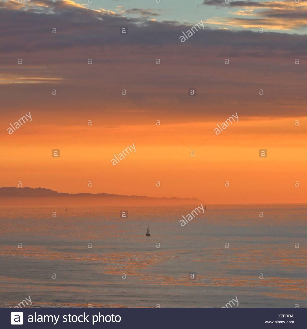 California, Estados Unidos, Palos Verde, puesta de sol sobre el océano Imagen De Stock