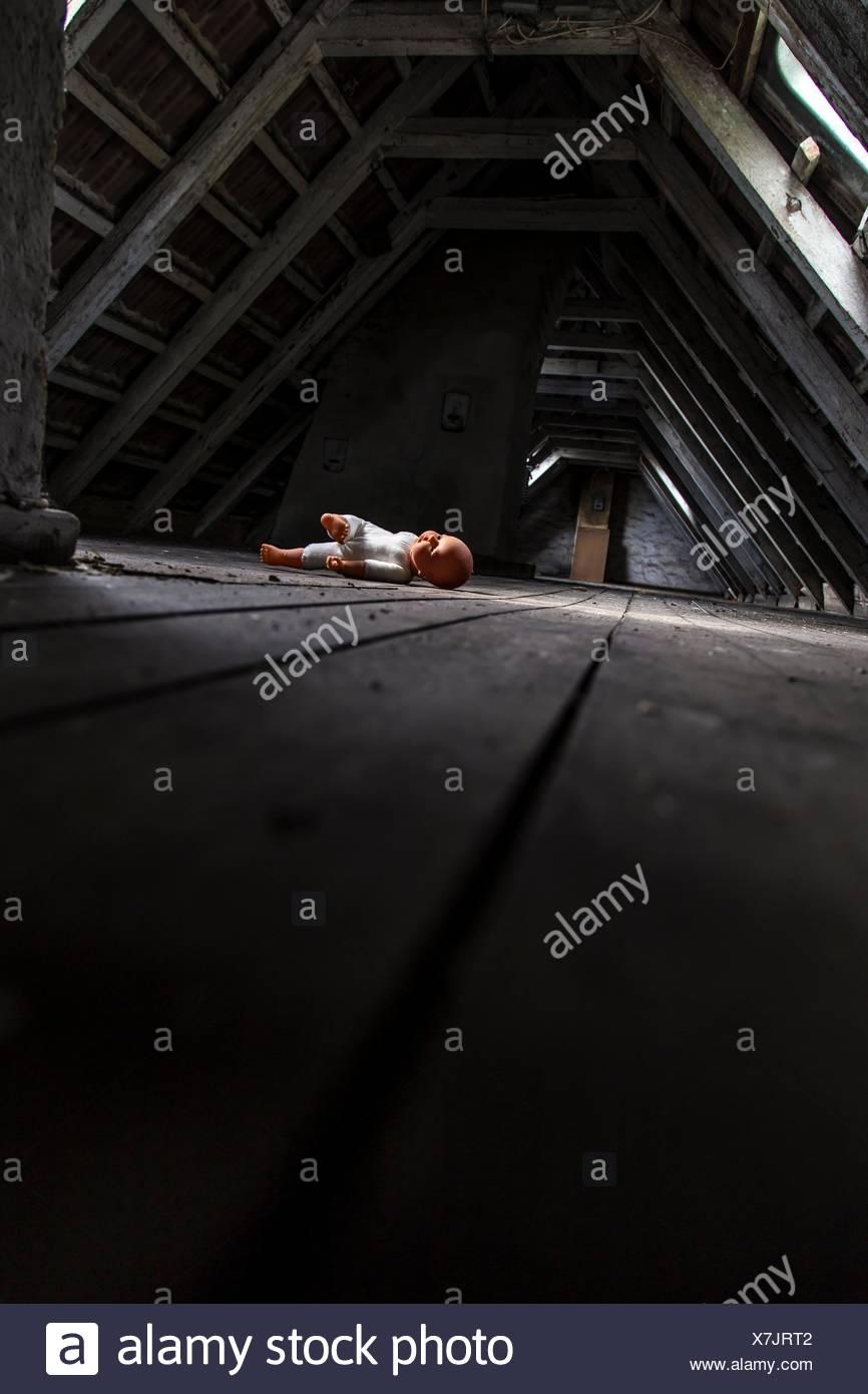 Doll en un ático, Kiel, Schleswig-Holstein, Alemania, Europa Imagen De Stock