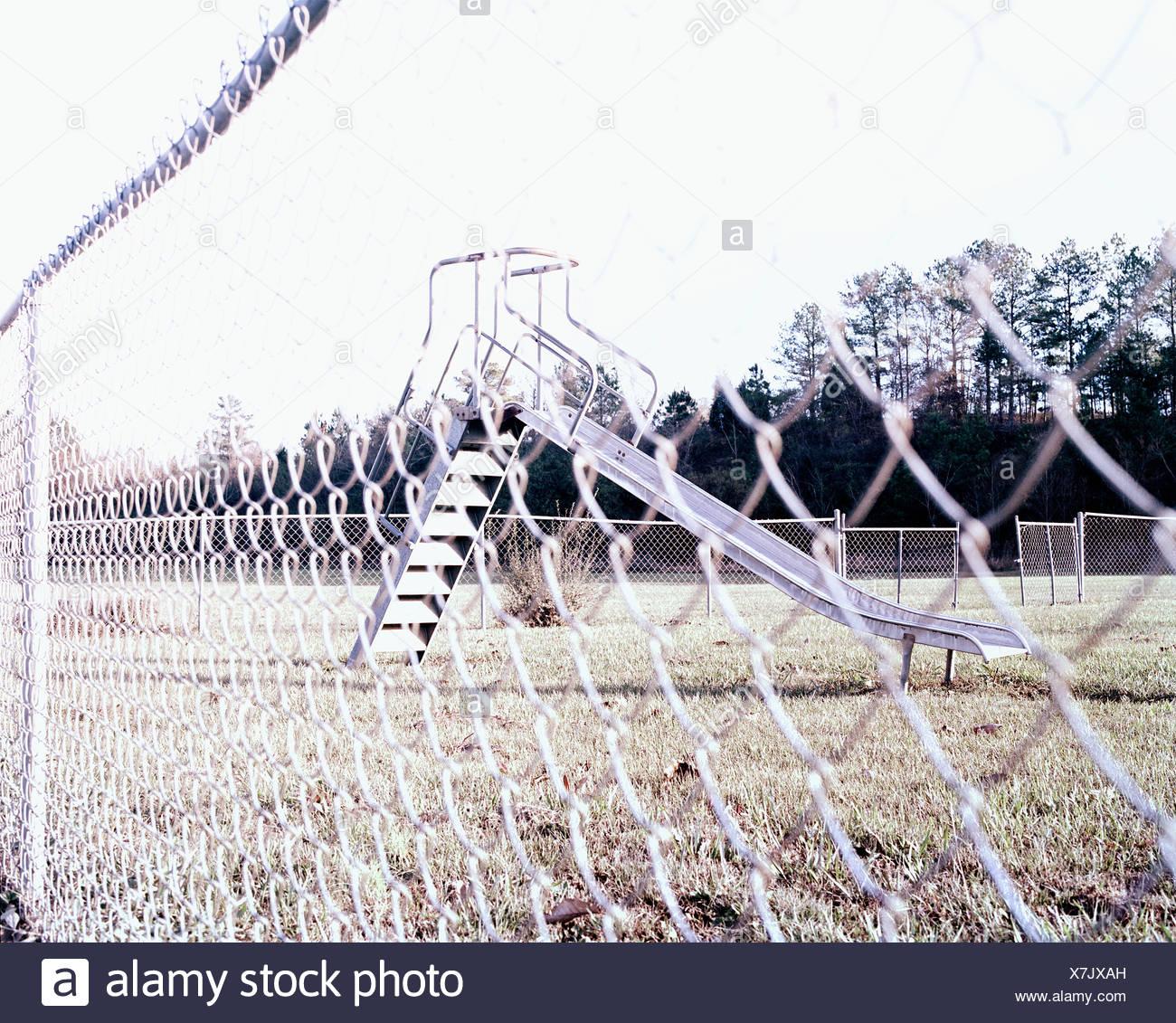 Área infantil a través del eslabón de la cadena cerco Imagen De Stock