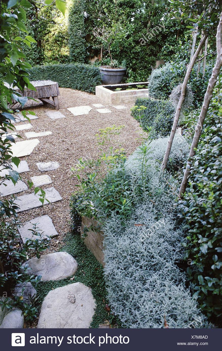 Jardines peque os con forma de jard n de arbustos rboles for Arboles para jardines pequenos