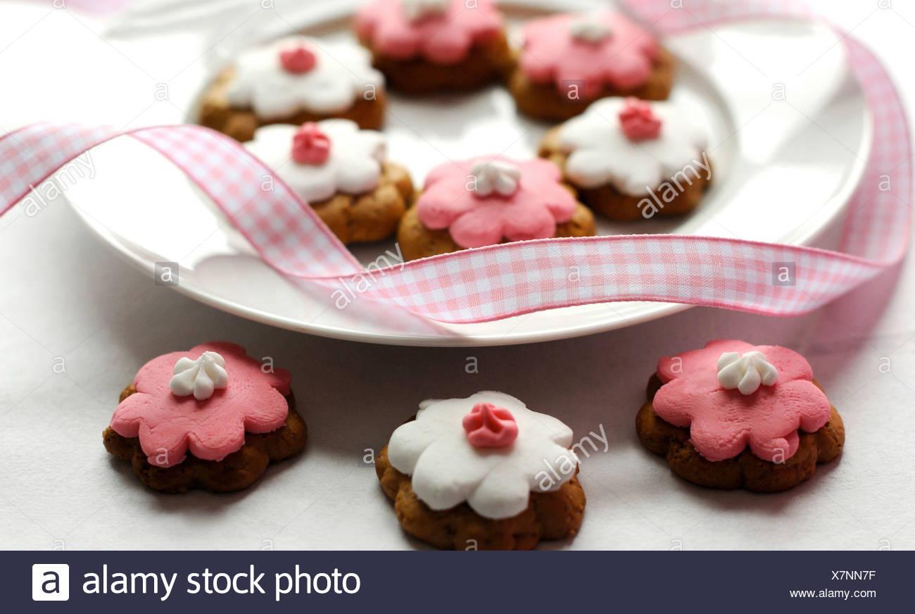 Decorado en blanco y rosa cookies florido, Pink Ribbon Imagen De Stock