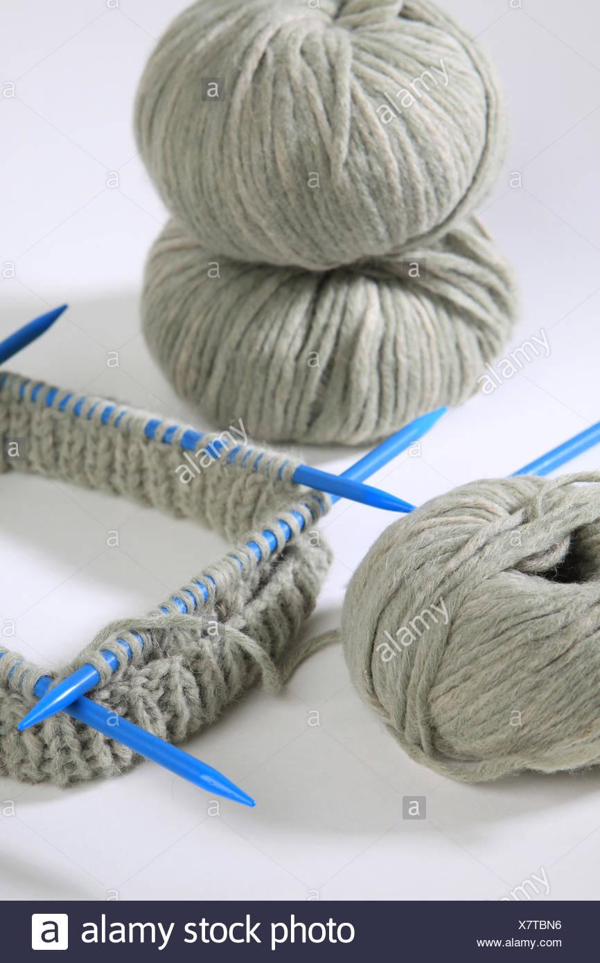 Juego de aguja con lana Foto de stock