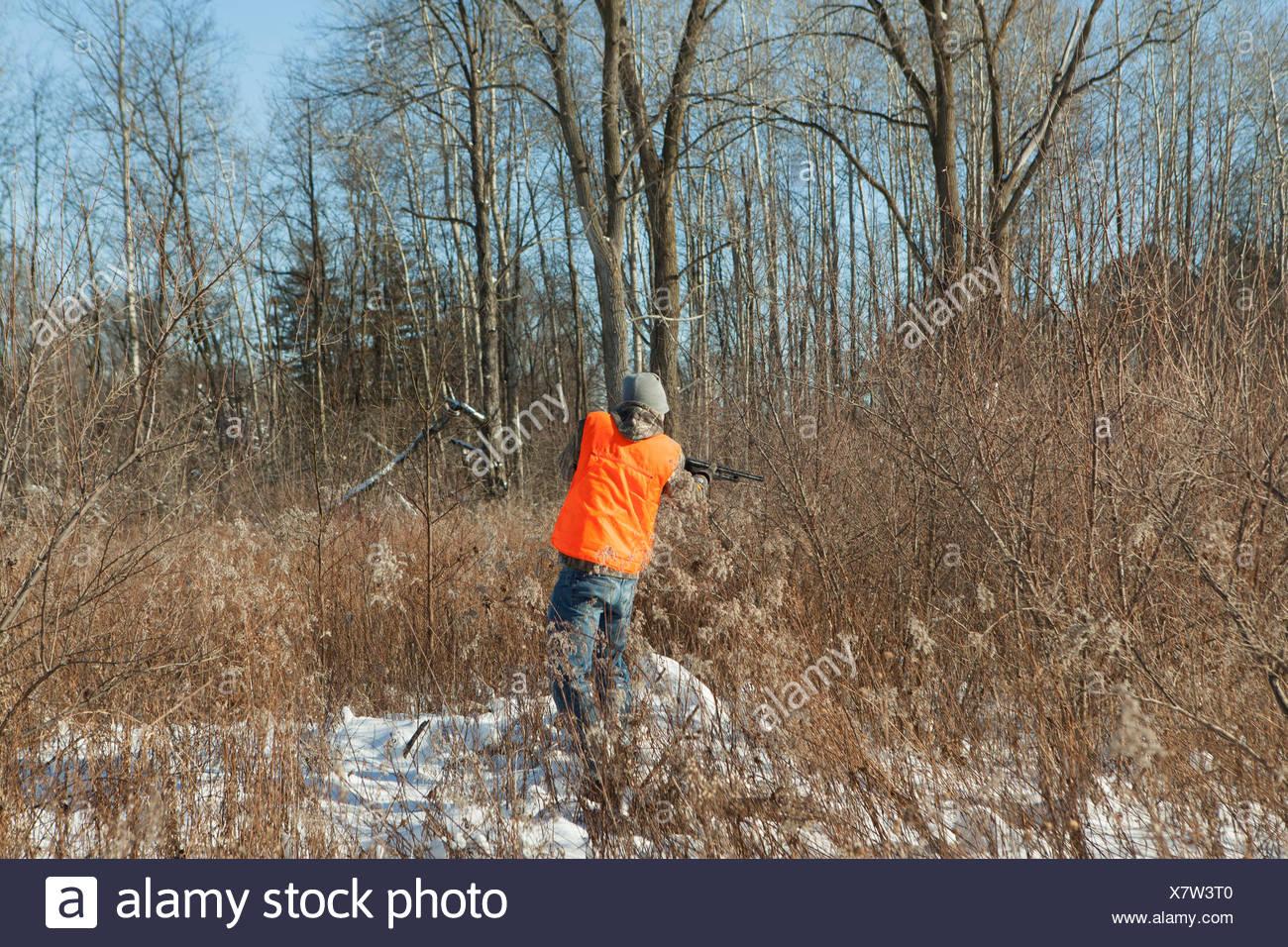 Adolescente dispara silvestre en Petersburg State Área de juegos, Michigan, EE.UU. Imagen De Stock