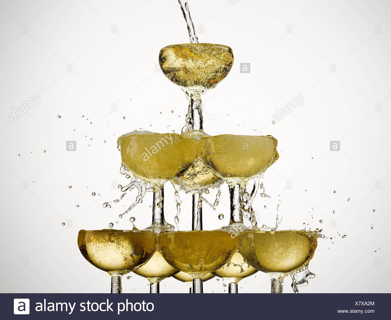 Abundancia,fiesta,champán, vaso de champán,color image,concepto,energía,exceso,exuberancia,relleno de espuma,,comida y Imagen De Stock