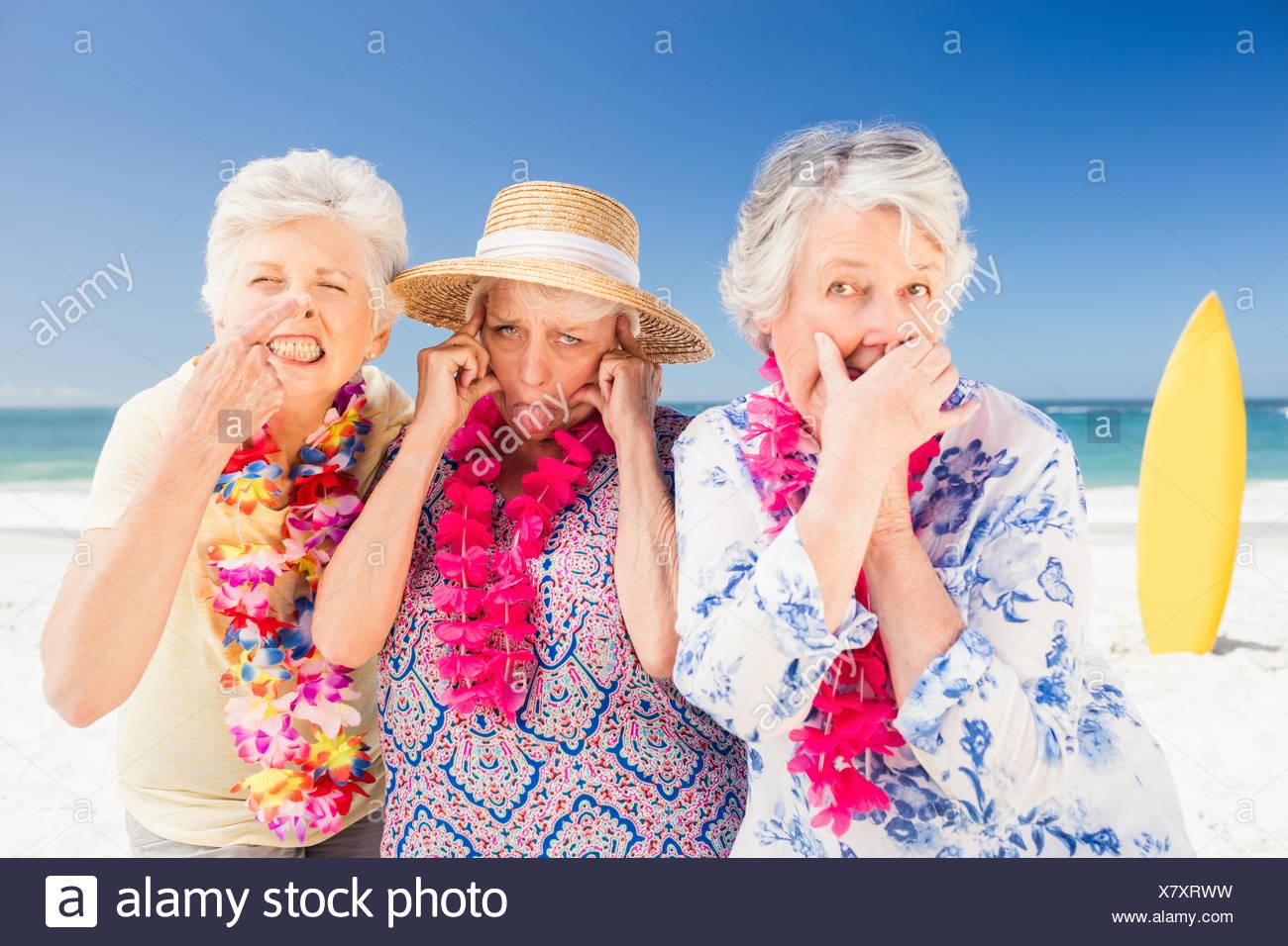 Mujer mayor haciendo mueca Imagen De Stock