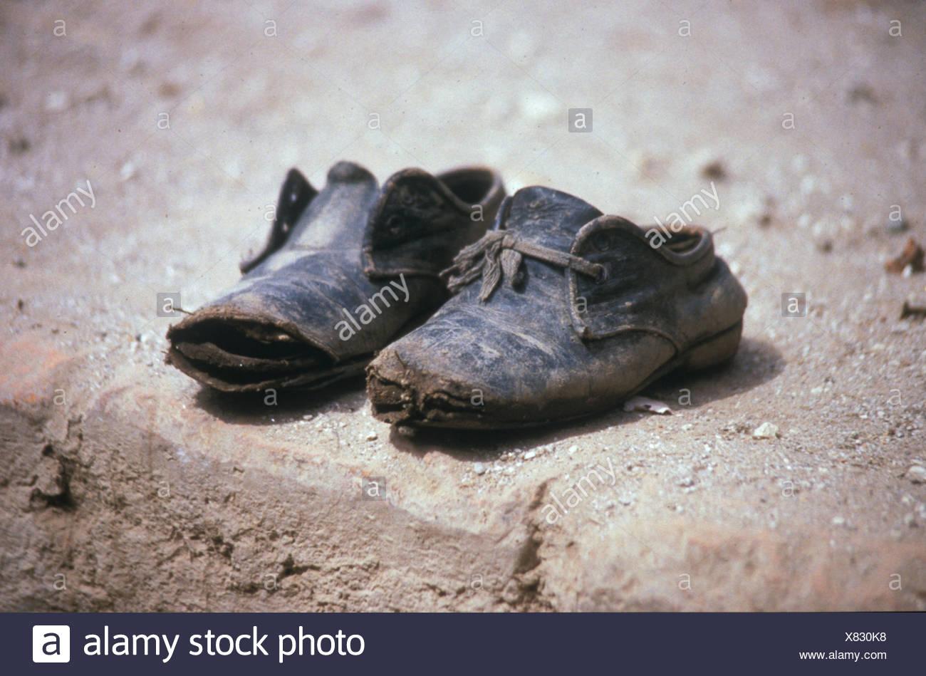 fc35e08d Los zapatos rotos en la playa Foto & Imagen De Stock: 280349532 - Alamy