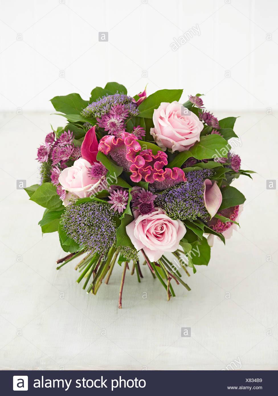 Ramo De Flores Rosas Incluyendo Tracheliums Celosias Alcatraces