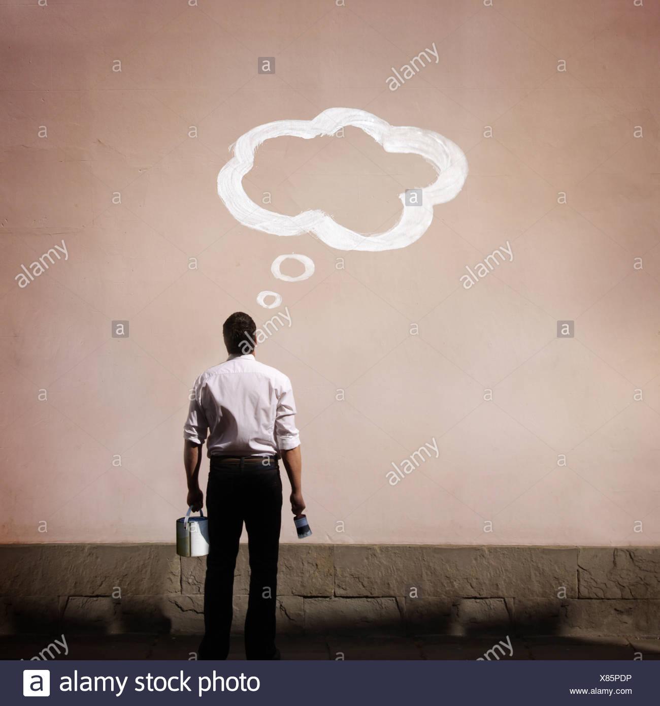 Hombre con burbuja de pensamiento pintado Imagen De Stock