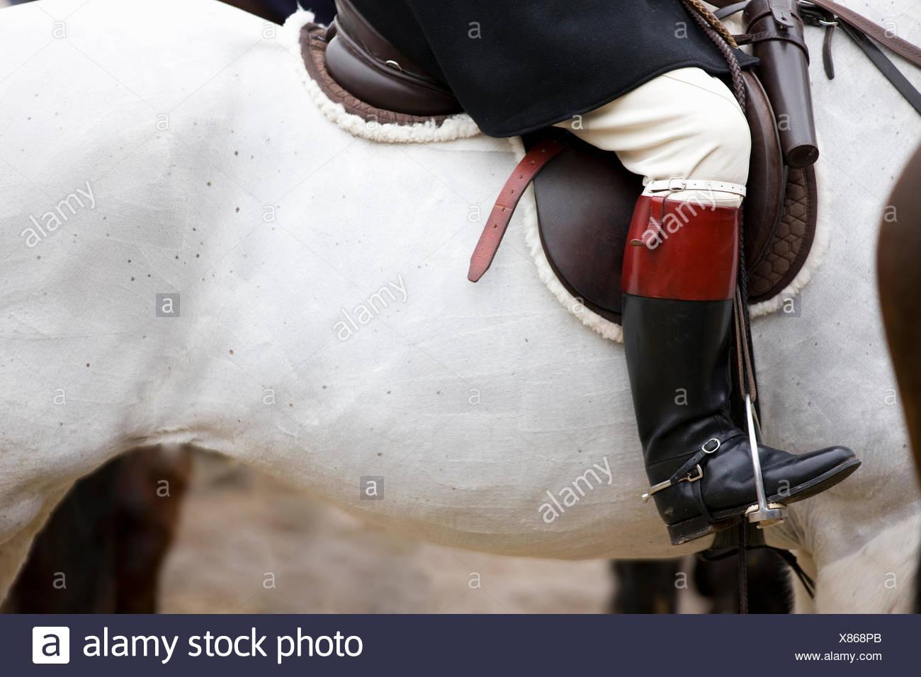 Cerca de la bota del jinete a caballo Imagen De Stock
