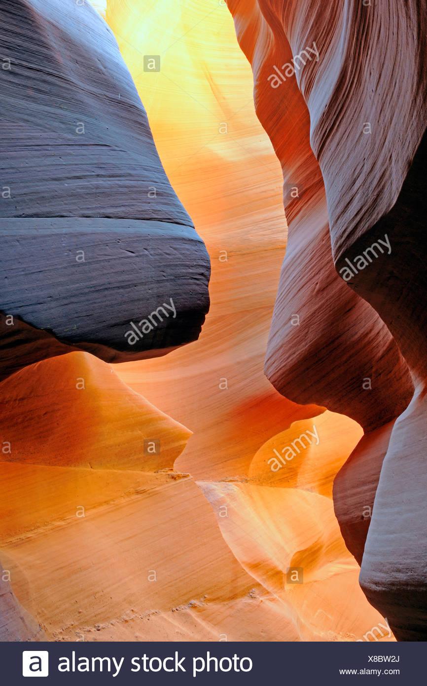Las formaciones rocosas, los colores y las texturas en la ranura de Antelope Canyon, Arizona, EE.UU. Imagen De Stock