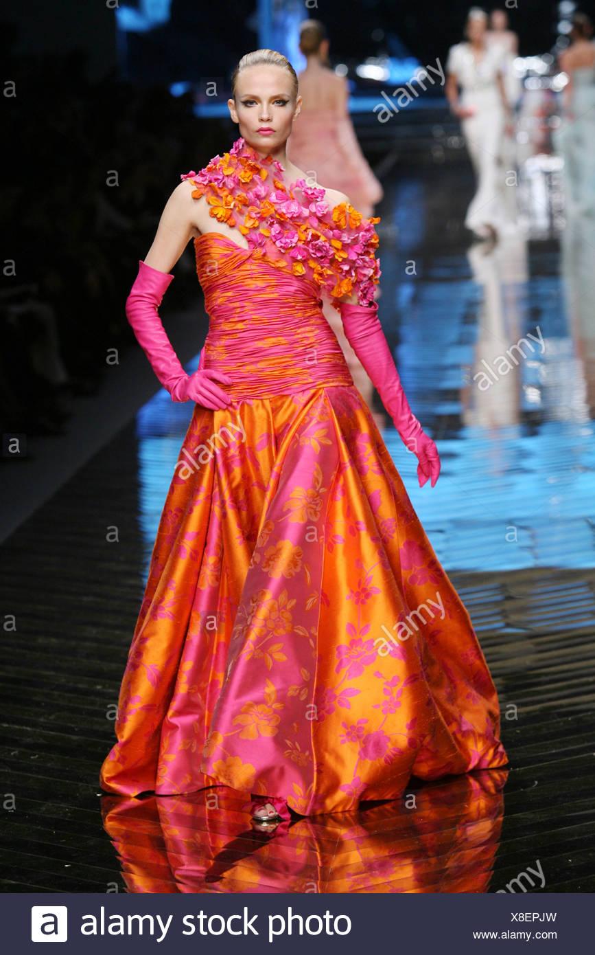 9ec0e96ea Valentino: Espectáculo Final y aniversario Paris Haute Couture ...