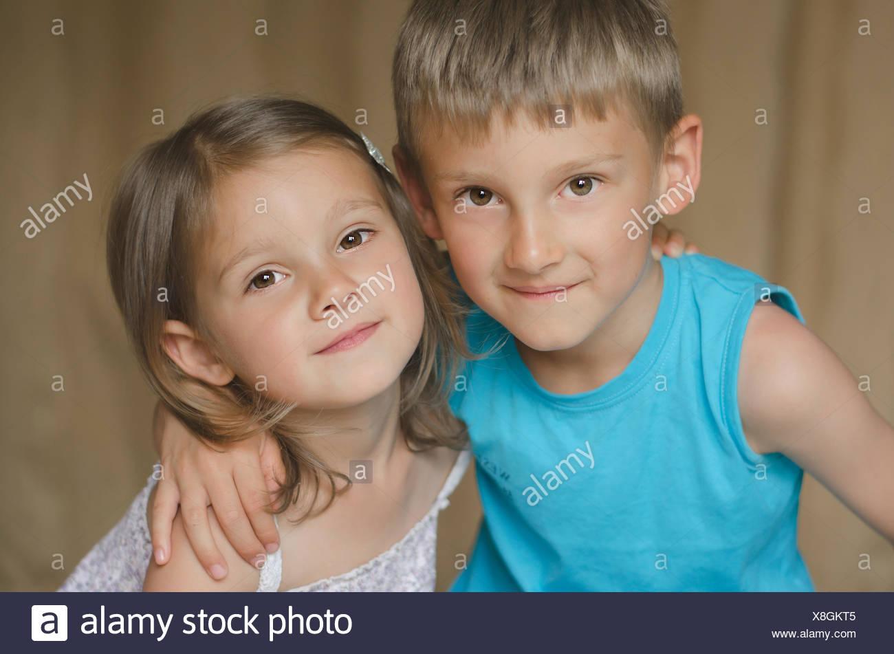 Retrato de hermano y hermana Imagen De Stock