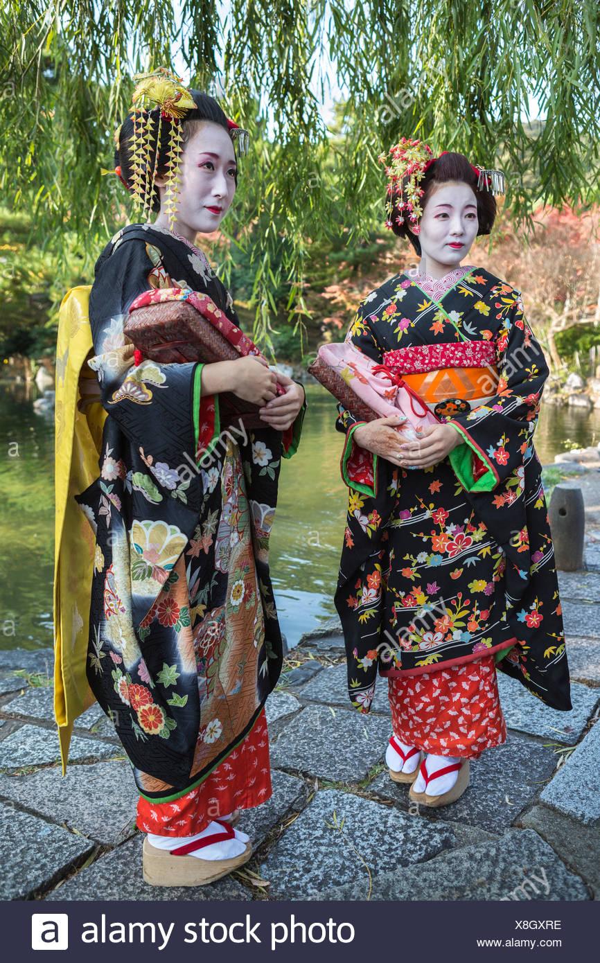 Japón, Asia, Kyoto, exterior, coloridos trajes, las geishas, ningún modelo de liberación, niñas, Japonés, kimono, maquillaje, tradición Imagen De Stock