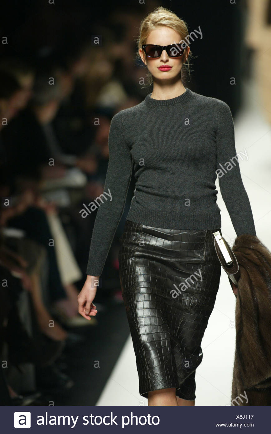 0f393e4b45 Celine Paris listo para ponerse Otoño Invierno Modelo Karolina Kurkova  cabello rubio apagado cara gafas de