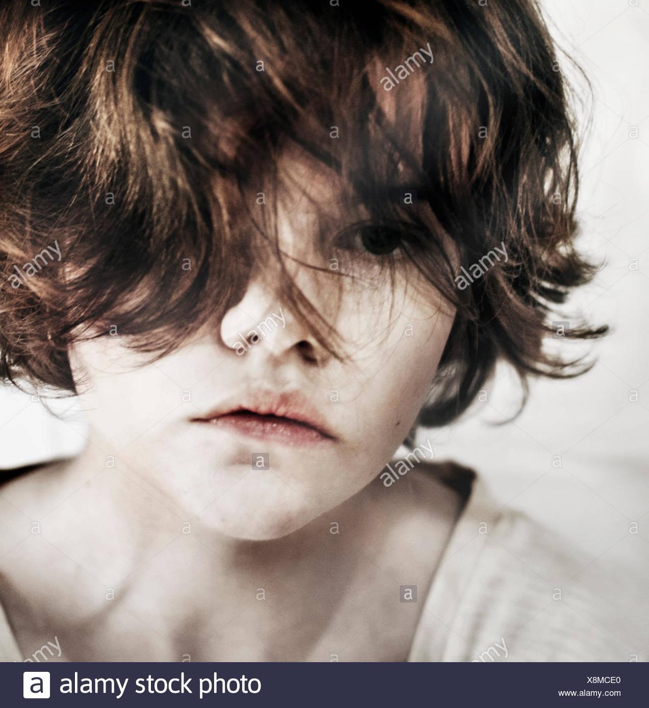 Noruega, cerca de chica de aspecto cansado y triste Imagen De Stock