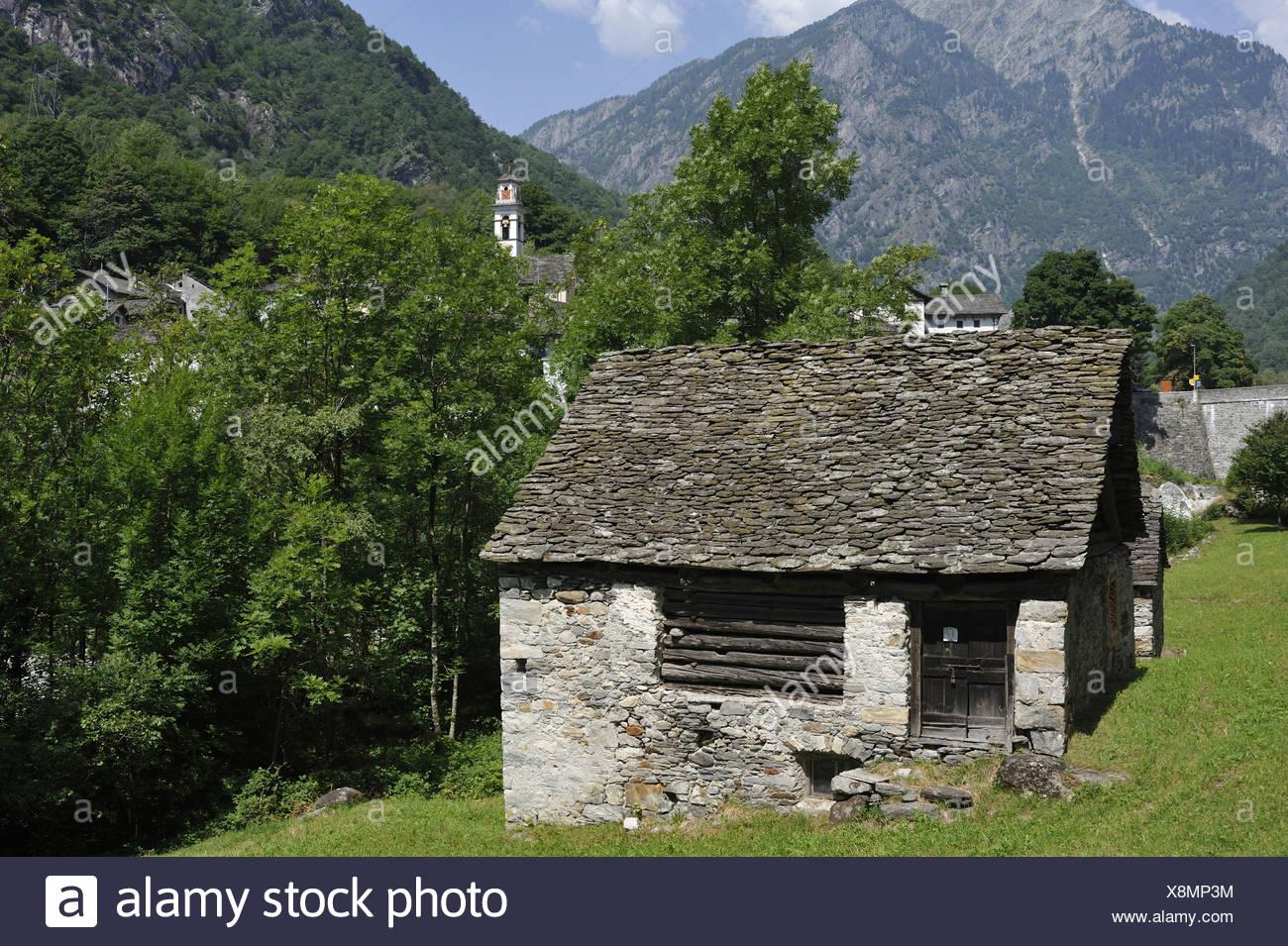 Rustico, Prato Sornico, valle Lavizzara, Cantón Ticino, Suiza Foto de stock