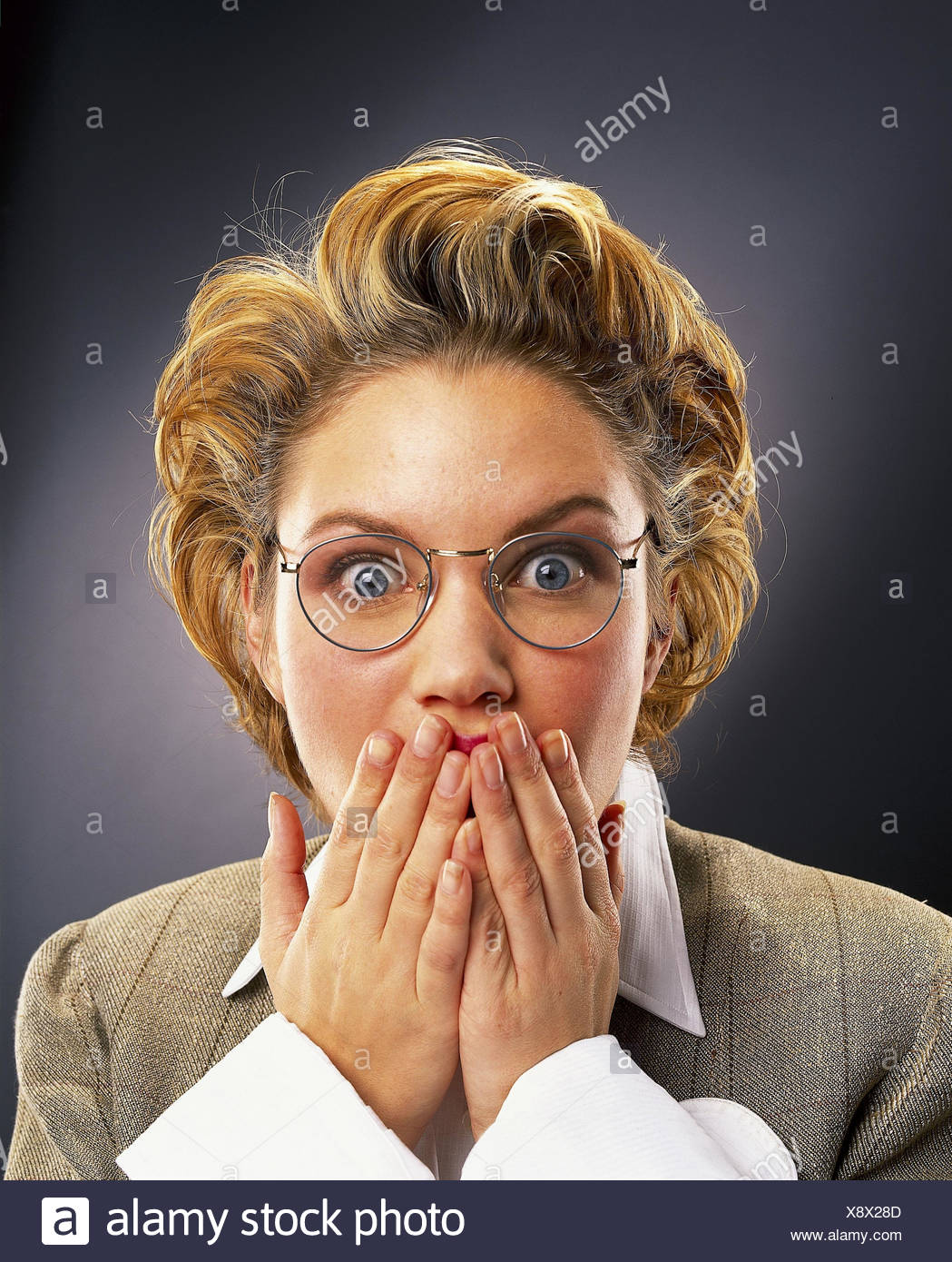 La Empresaria Joven Rubia Gafas Gesto Causa Horror Retrato