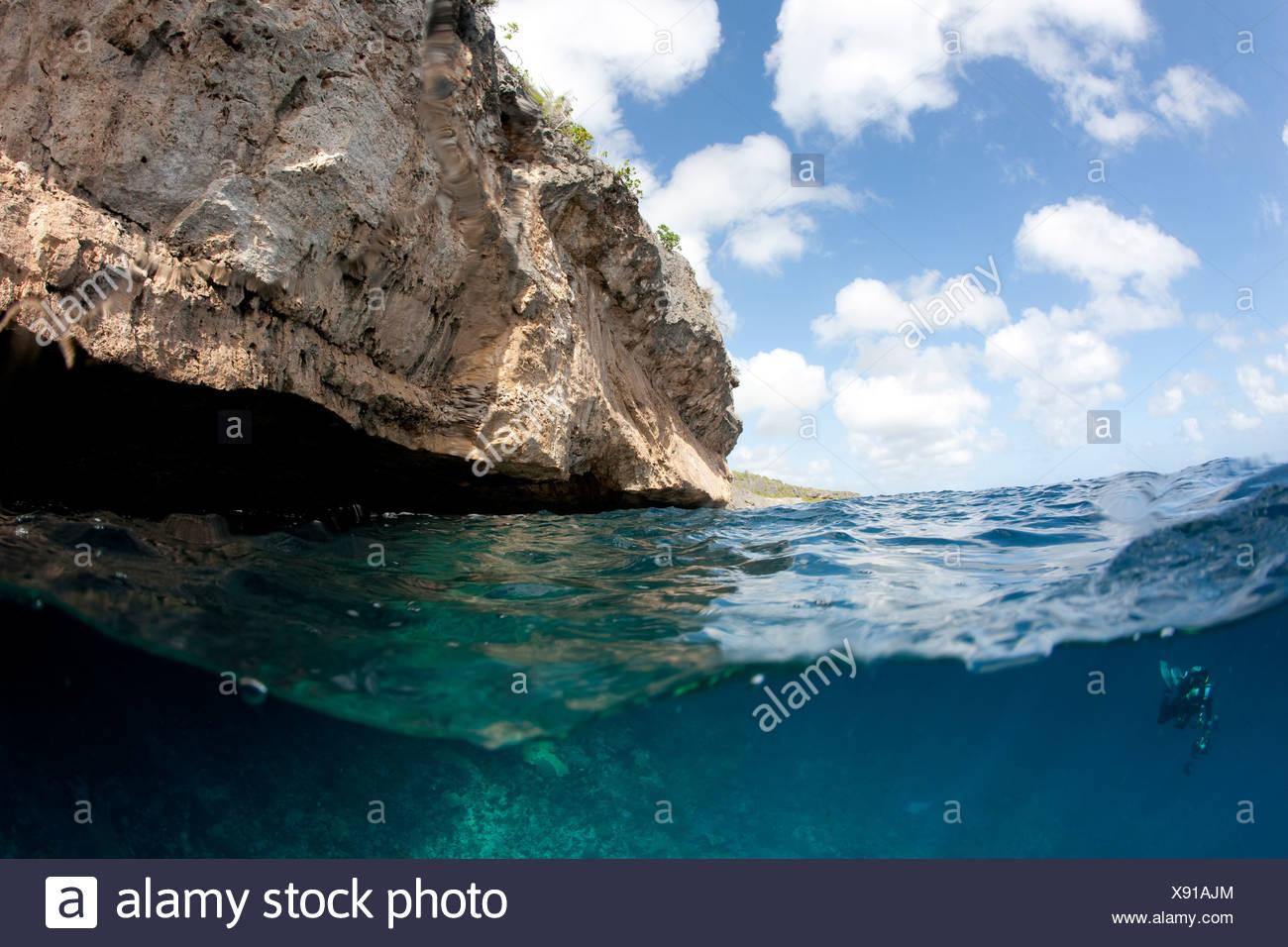 De vista dividida por encima y debajo del agua, Bonaire, Antillas Neerlandesas. Foto de stock