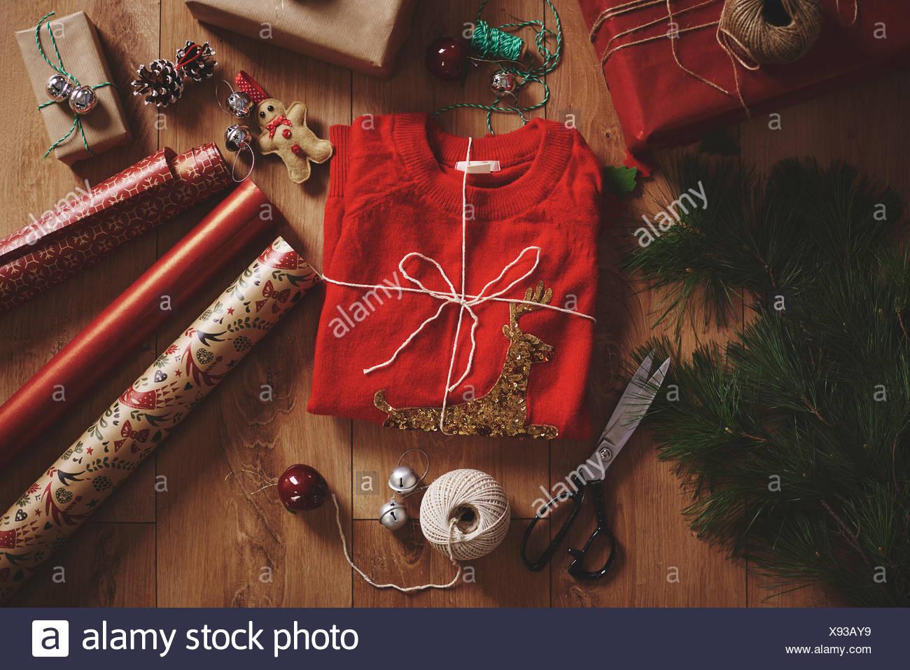 Vista aérea de regalo de navidad y papel de embalaje Imagen De Stock