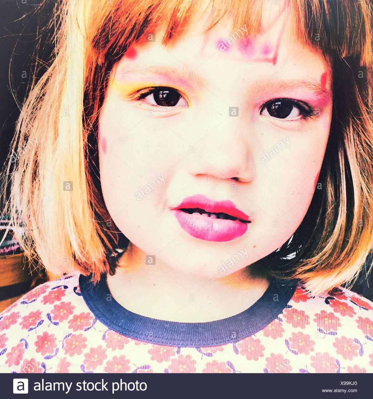 En primer plano el retrato de chica que llevaba maquillaje Imagen De Stock