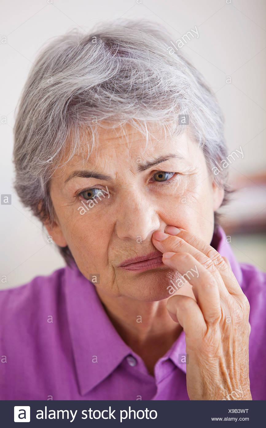 Anciano con un dolor de muelas Imagen De Stock