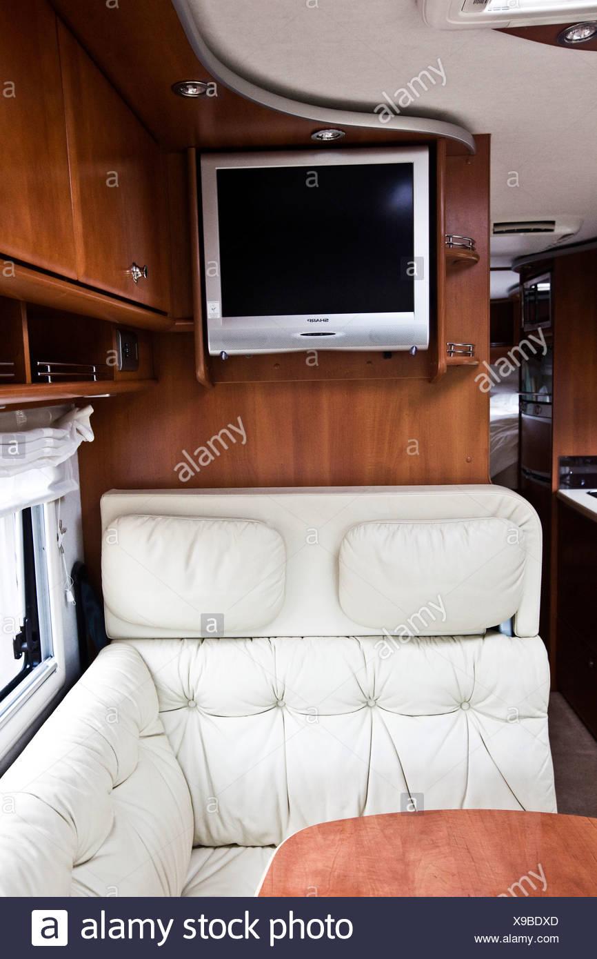 Zona De Estar Y Tv En El Concorde Autocaravana De Lujo Foto Imagen