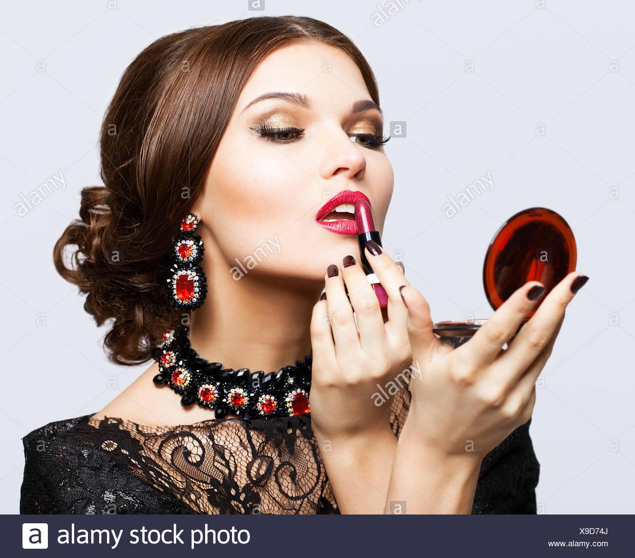 Vestido negro que maquillaje